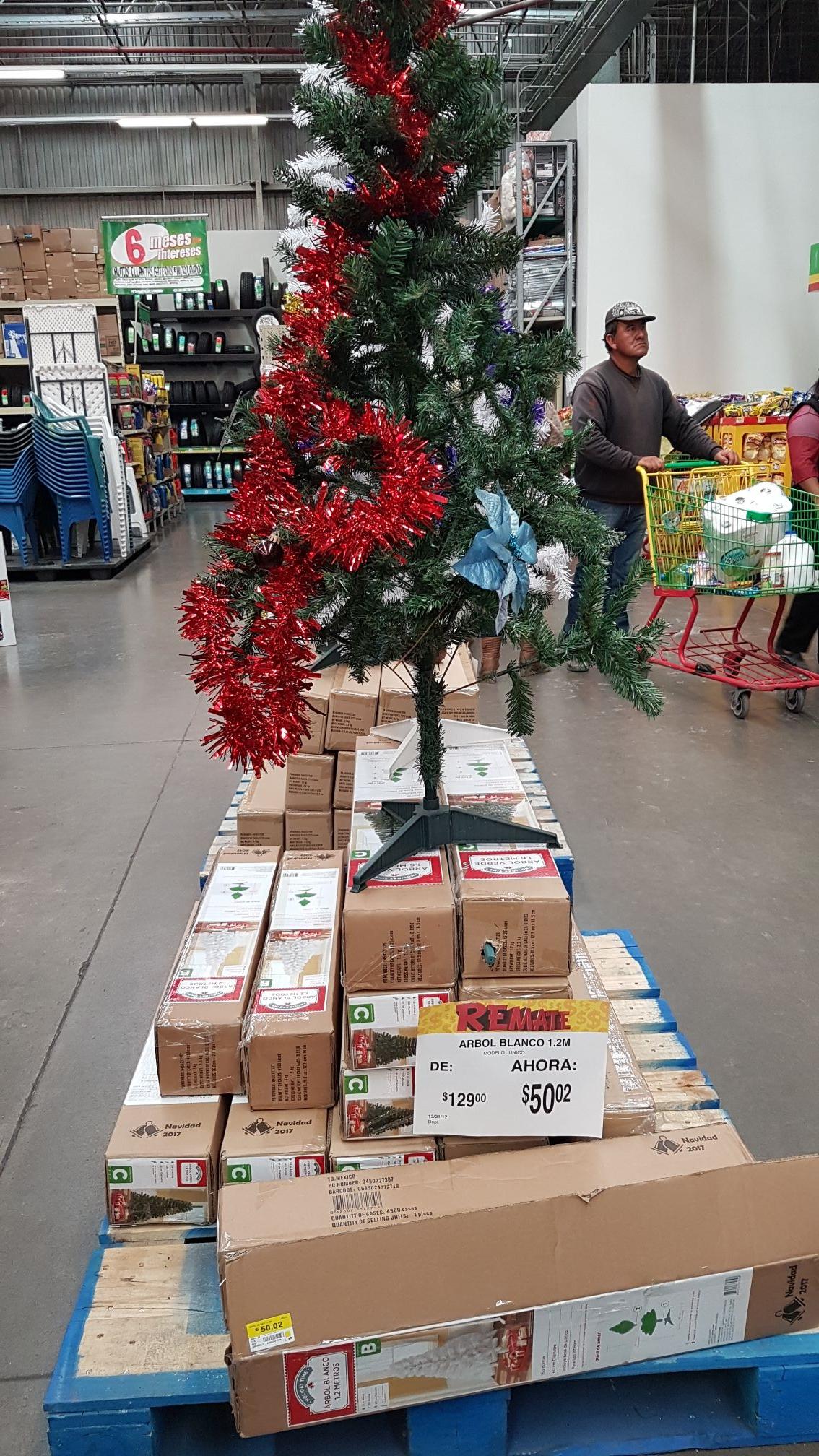 Bodega Aurrerá: Árbol de Navidad de 1.2m a $50.02