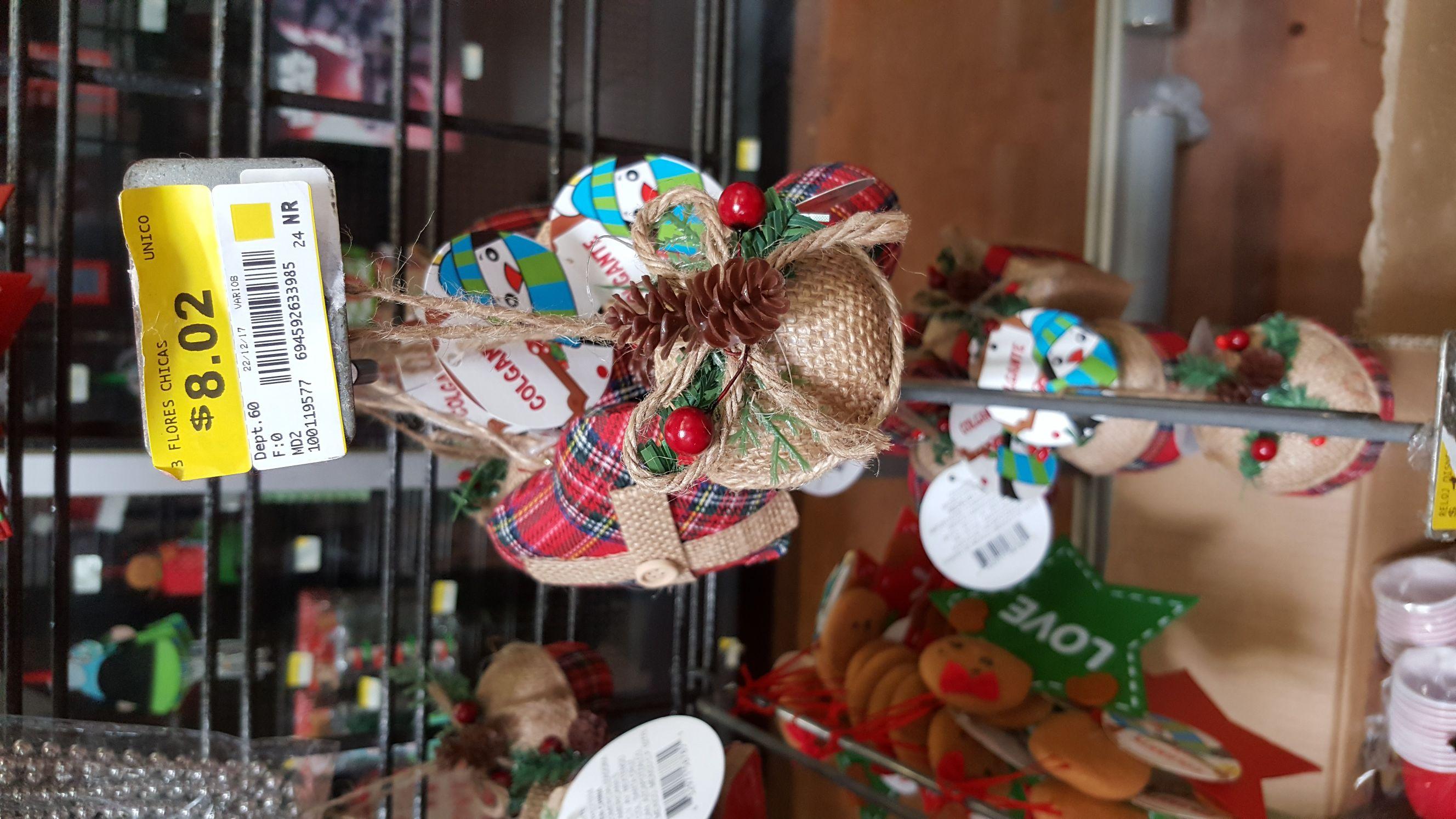 Prichos Macro Plaza Pto Vallarta: Pequeños adornos navideños