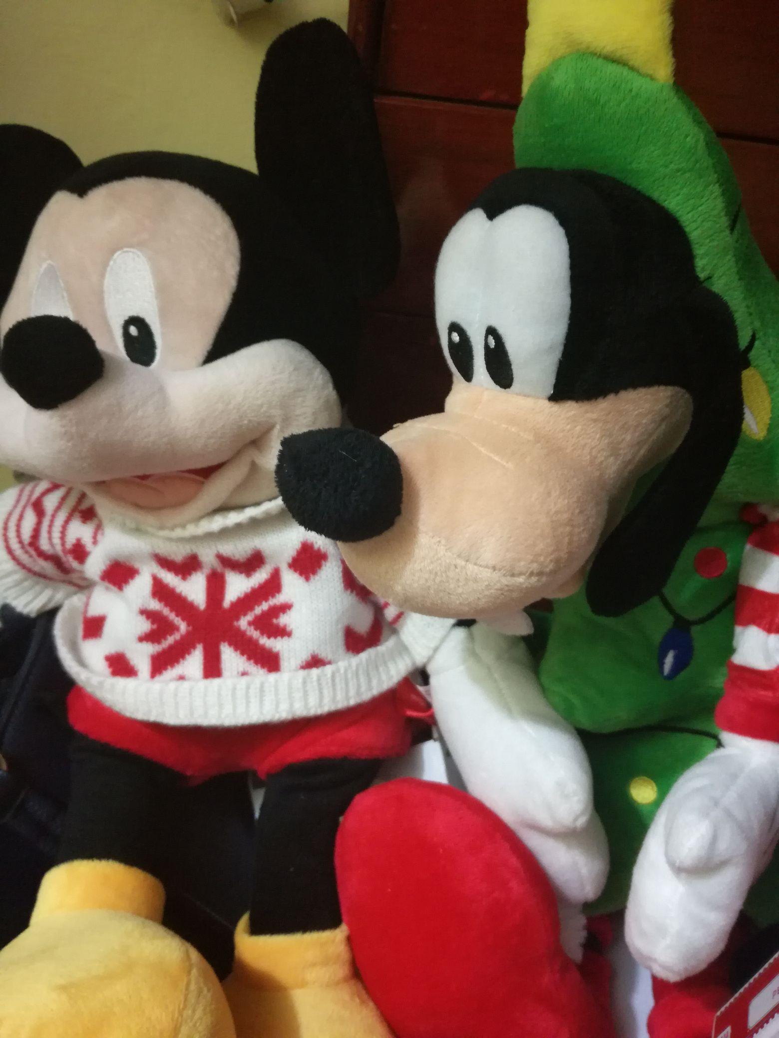 Walmart Veracruz: Regalos navideños como mickey mouse ,goofy,pinguino inflable $.01
