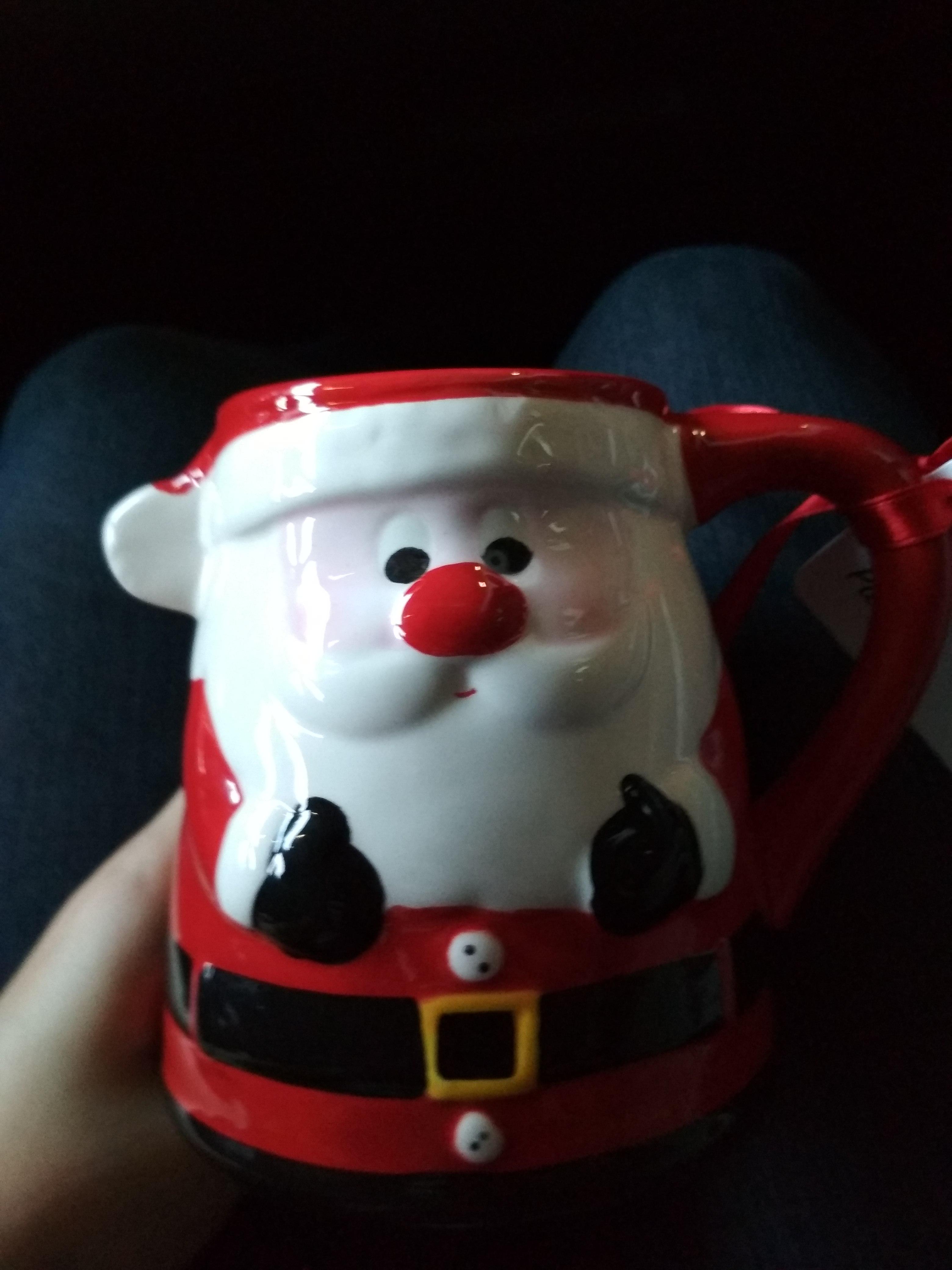 Walmart Uptown Mérida taza navideña en madriguera