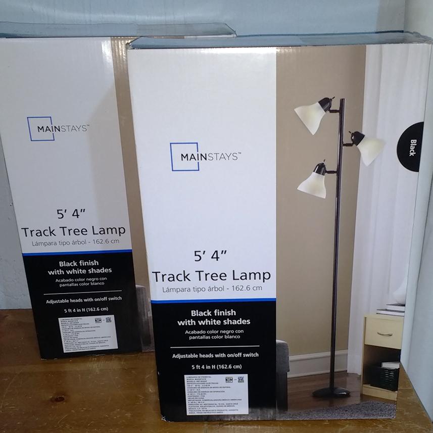 Walmart: Lámpara de árbol 3 pantallas MAINSTAYS Ultima Liquidación $103.01