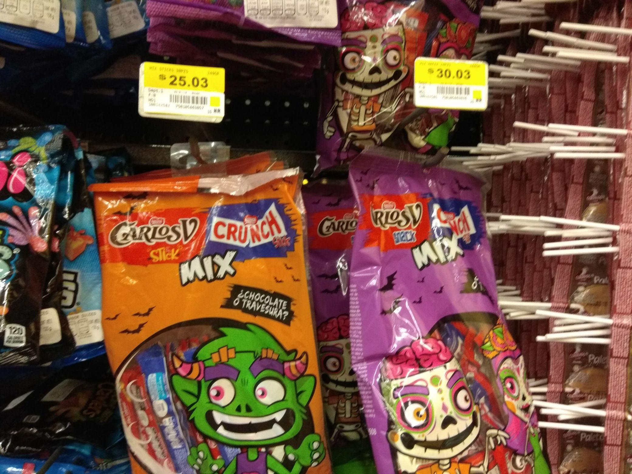 Walmart símbolos patrios, chocolates sobrevivientes de hallowen