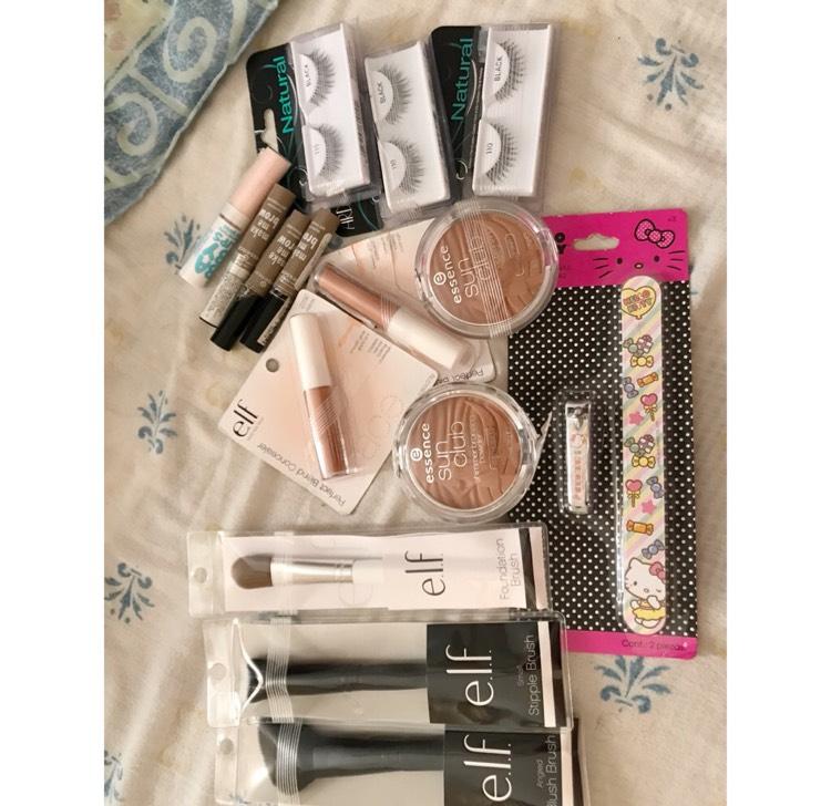 Chedraui Itzaes Mérida: Maquillaje (ej. Set de limas Hello Kitty $1.00)