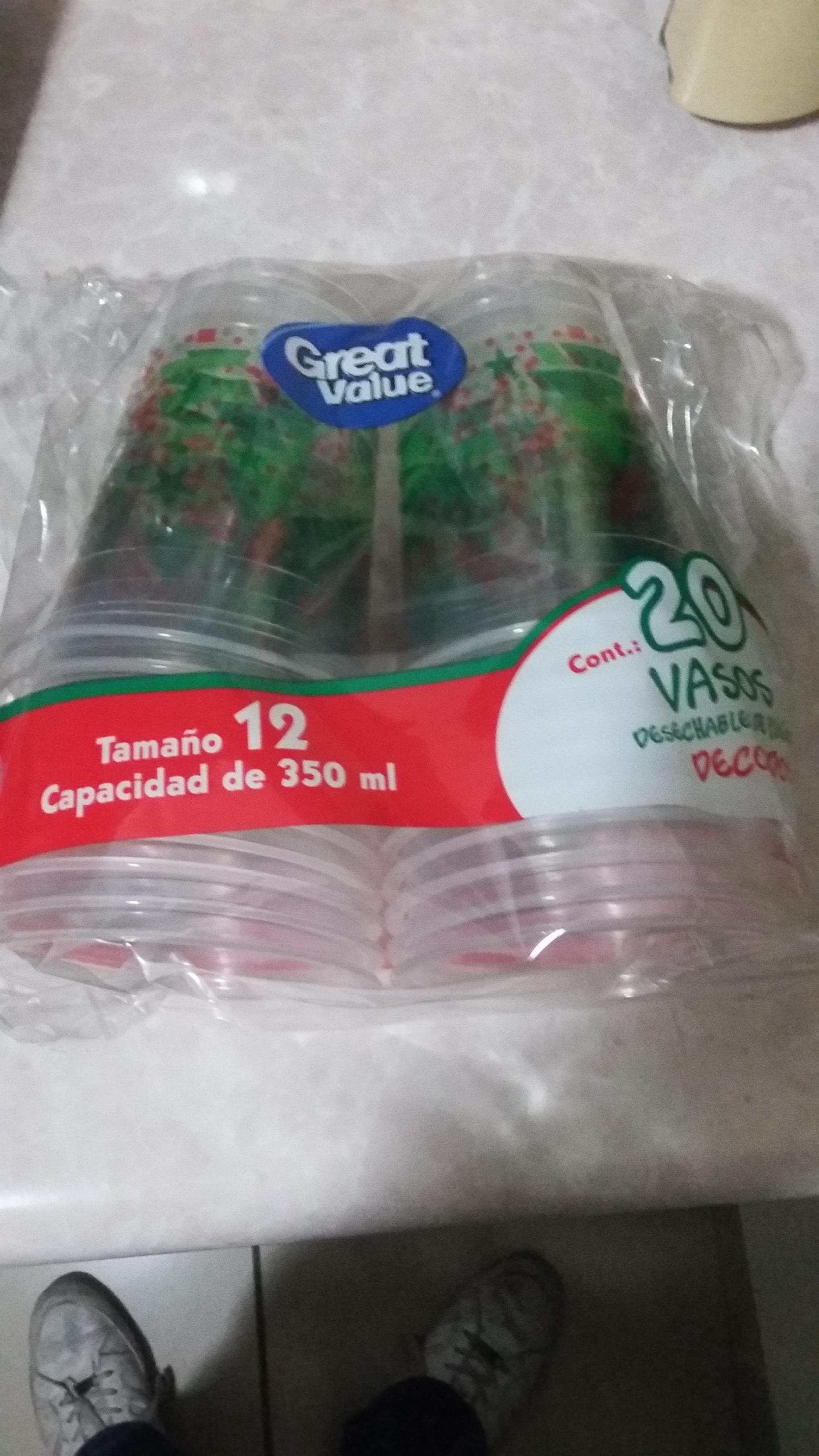 Walmart Centro Sur Tlaquepaque: Vasos navideños desechables a $ 10.03, Promonovela con luces navideñas verdes de $0.01 y mucho más.