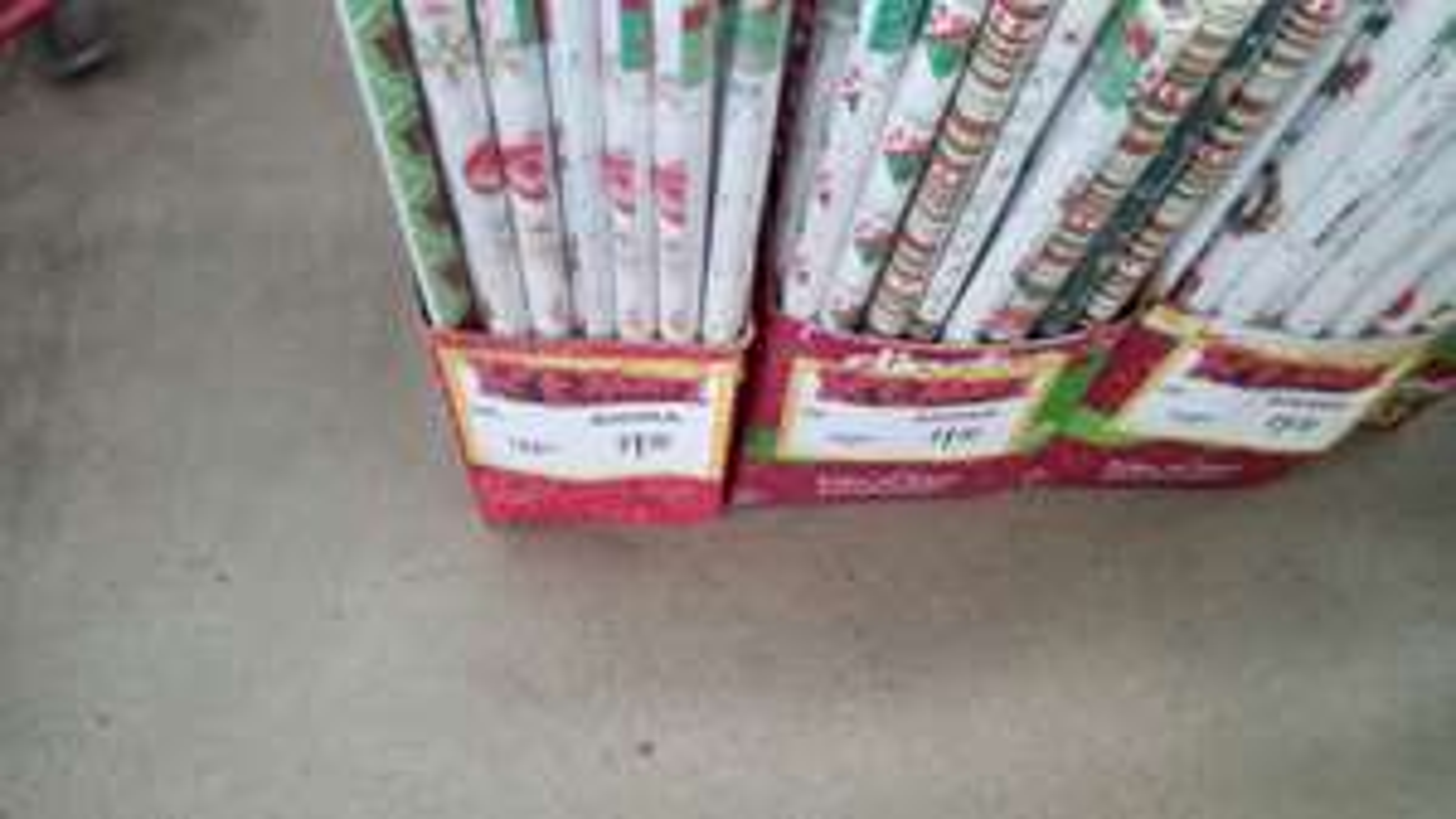 Bodega Aurrerá: Papel o forro de Navidad de 22 a 1 y de 10 a 1