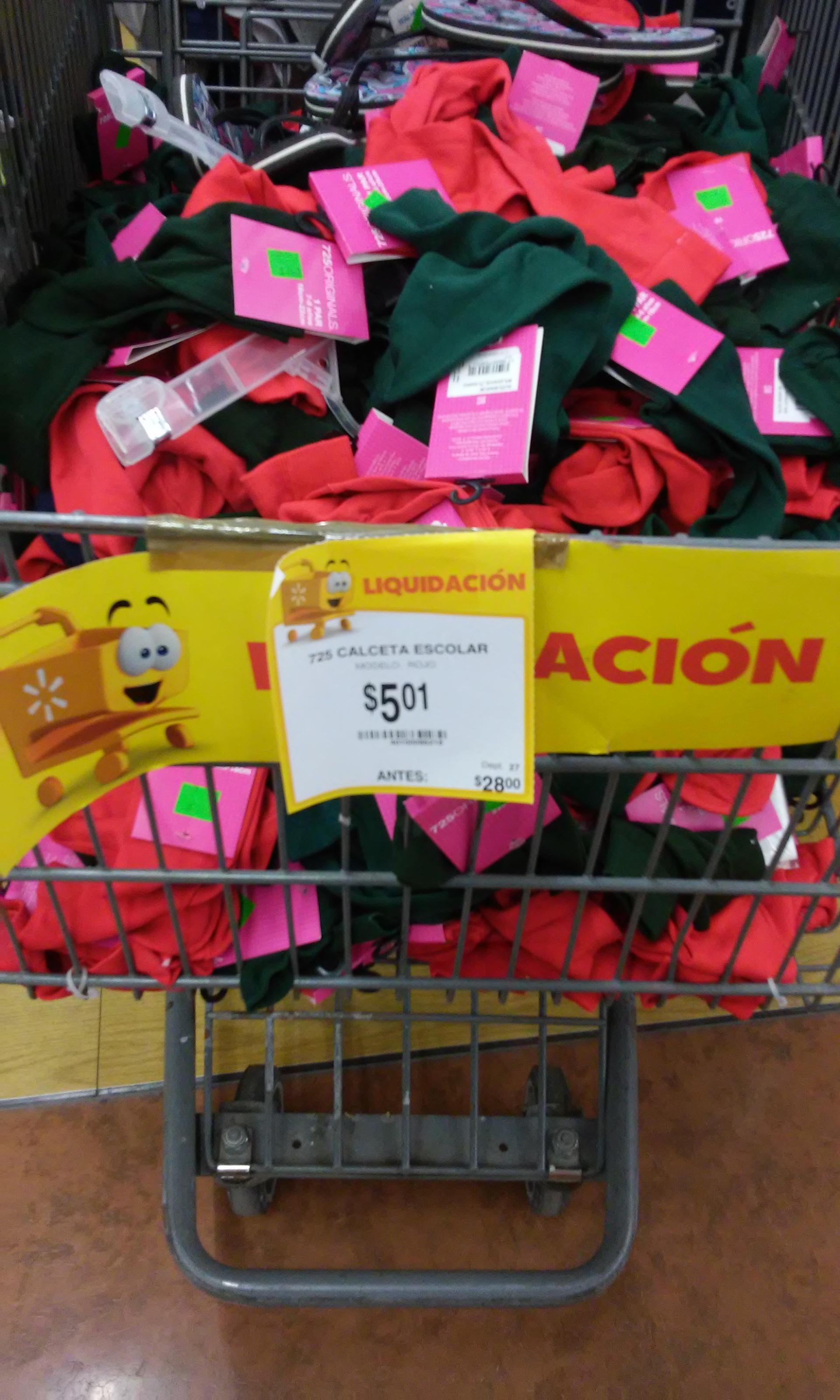 Walmart Plaza del Lago: Calceta escolar $5.01