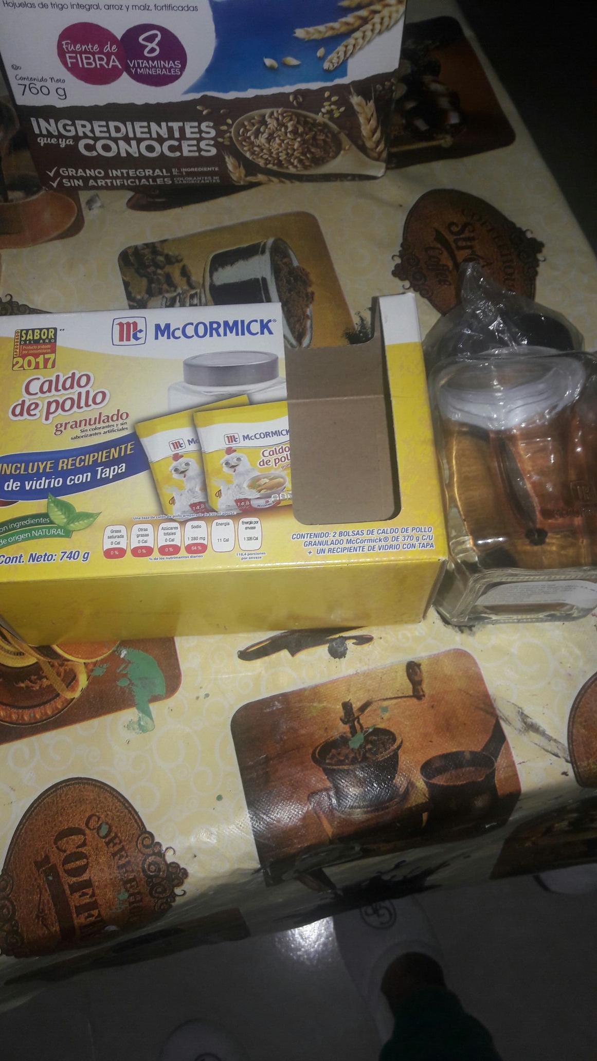 Bodega Aurrerá: caldo de pollo McMacormick 29.03 , 2 bolsas+ un recipiente de vidrio