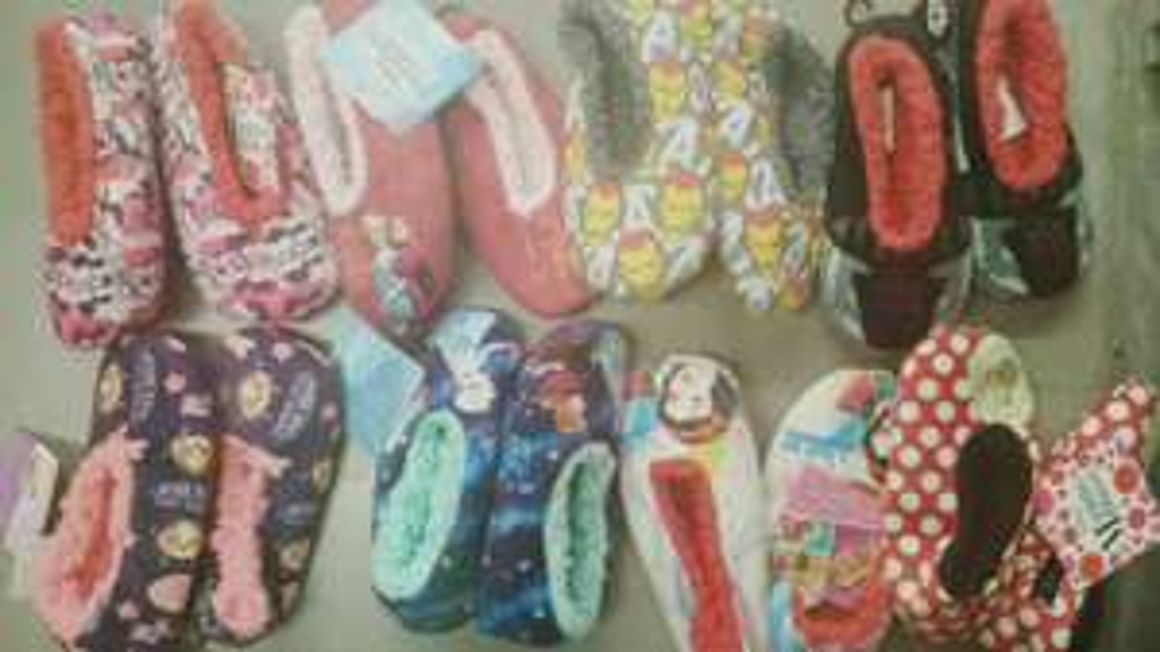 Bodega Aurrerá: pantuflas para niñas y niños segundo descuento