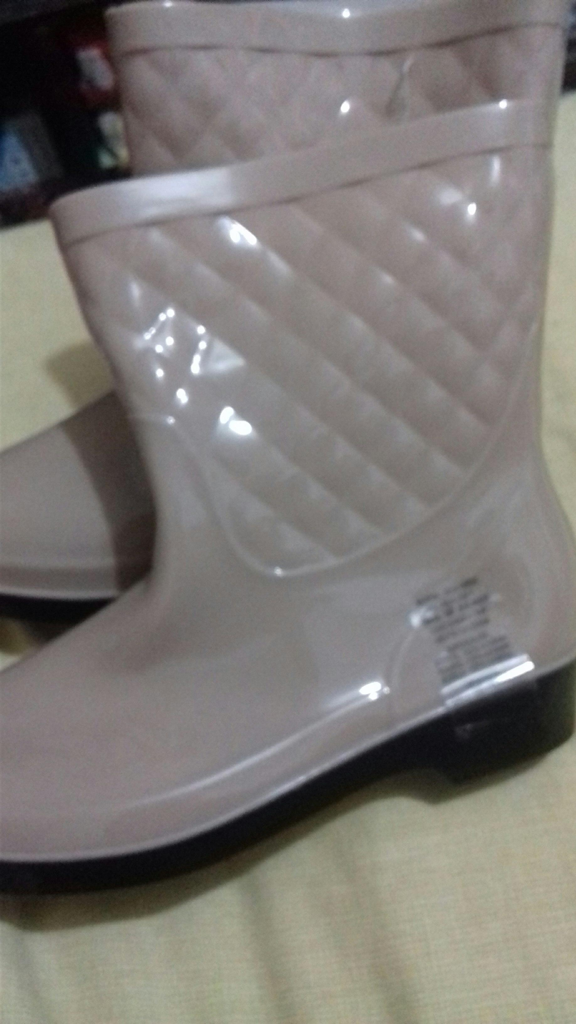Soriana: Botas para la lluvia a $47
