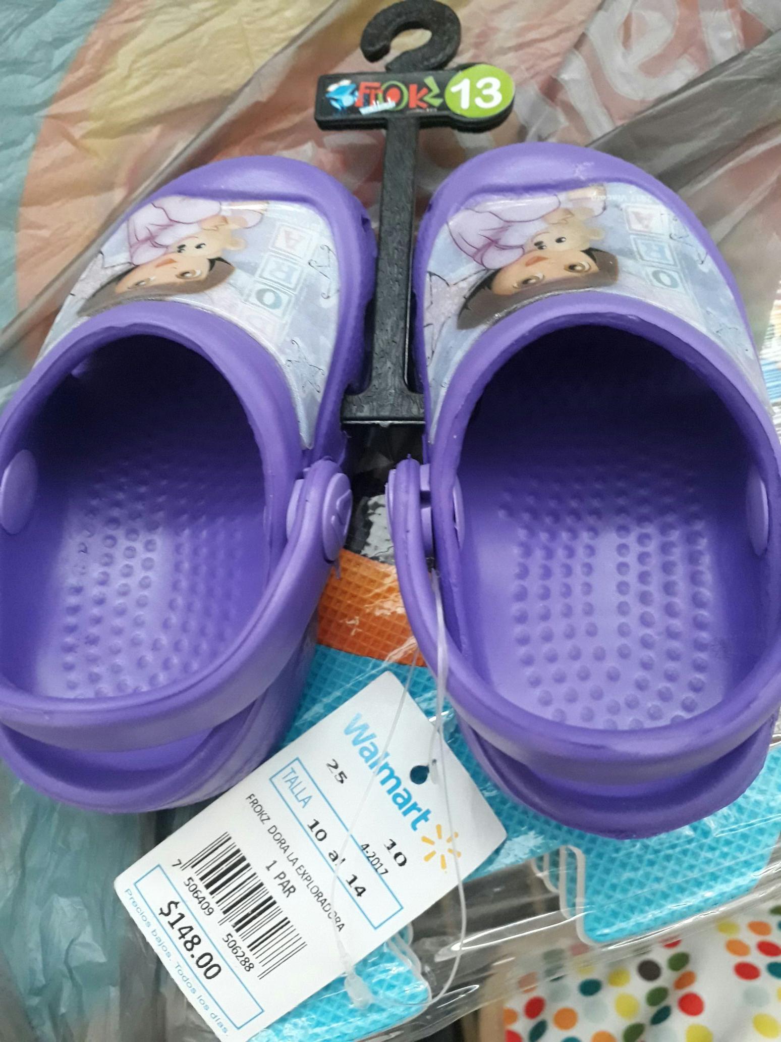 Walmart: saldalias para niña tipo crocs a $20.01 y más