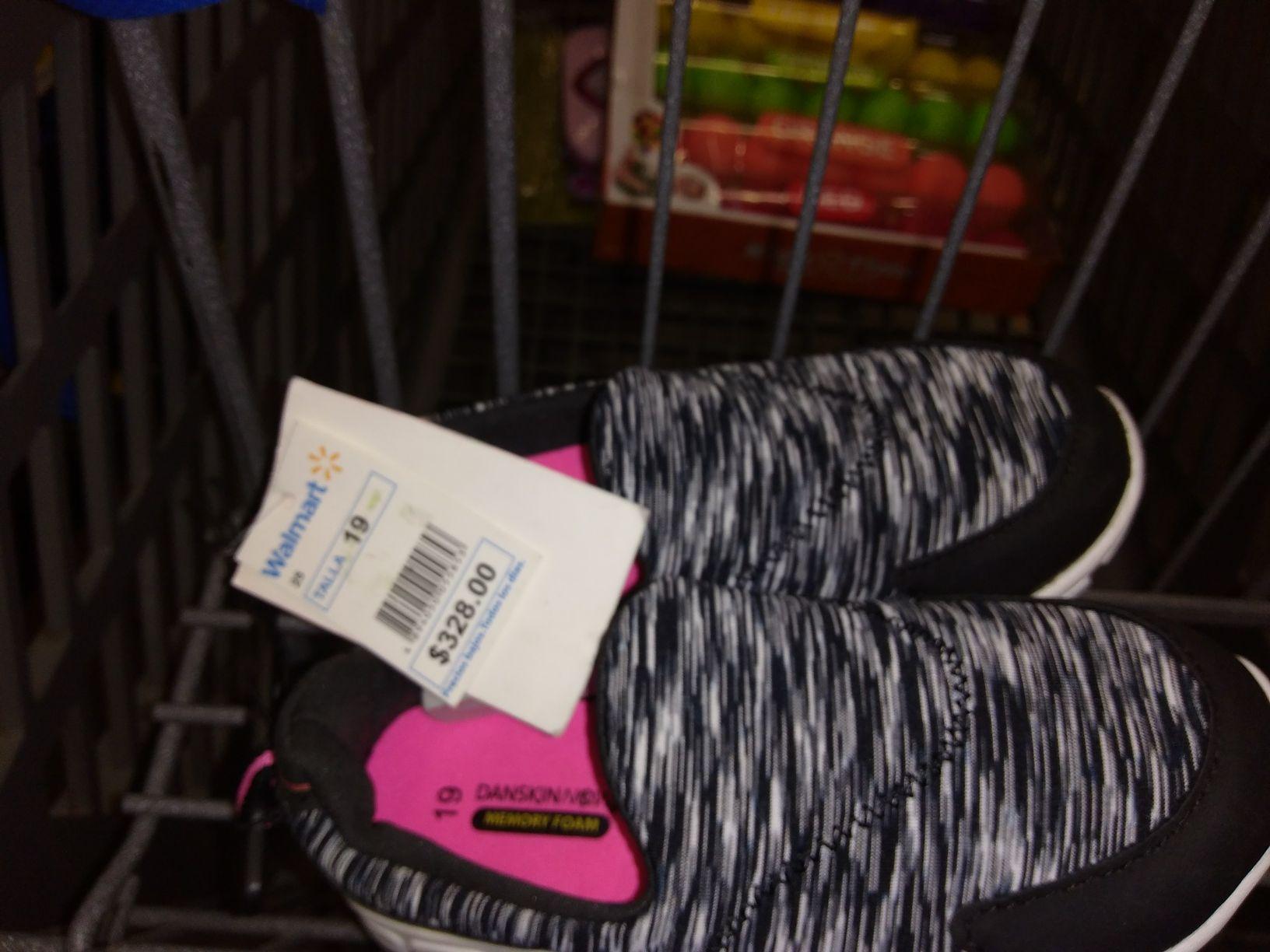 Walmart: liquidación tennis de niña y juguete