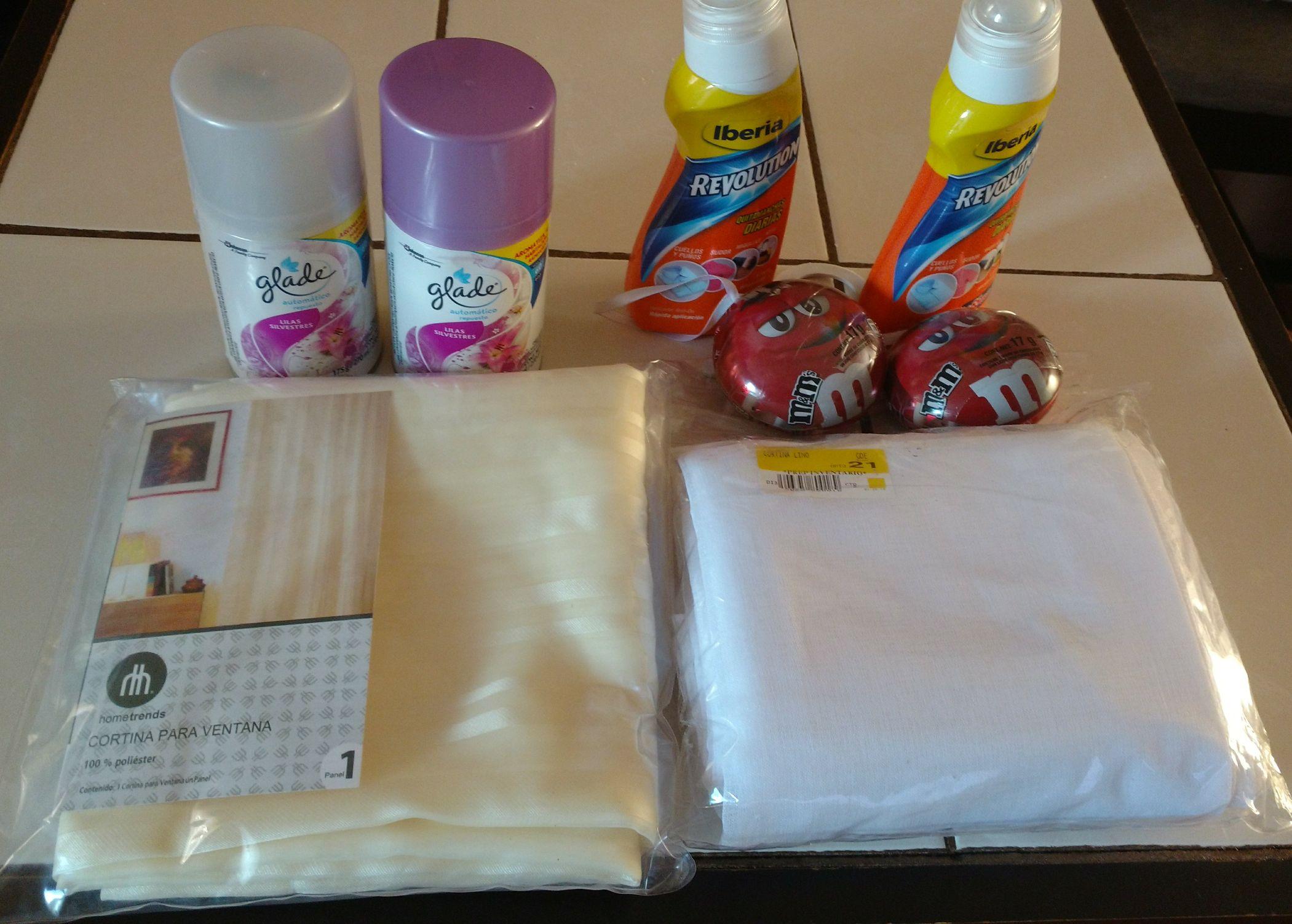 Walmart: cortina $22.01, Glade Lilas silvestre $40.03 y minipromonovela m&ms $0.01