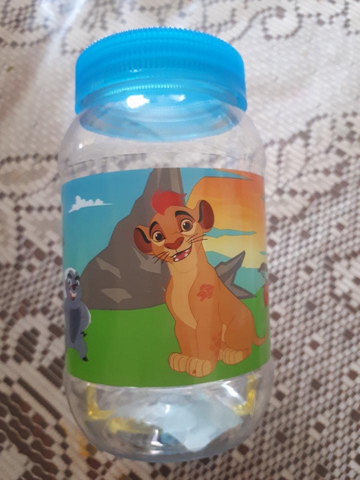 Walmart Macroplaza pto Vallarta: paquete con 2 vasos, botellitas y vasos con tapa rey leon $3