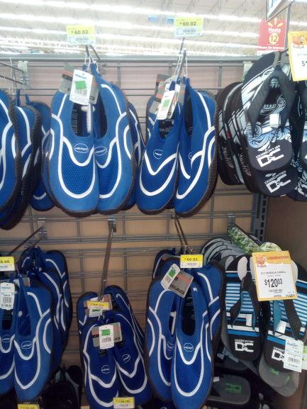 Walmart Zona Norte Veracruz: Tenis para niño y niña en $90.02 y zapatos para playa o alberca en $60.02