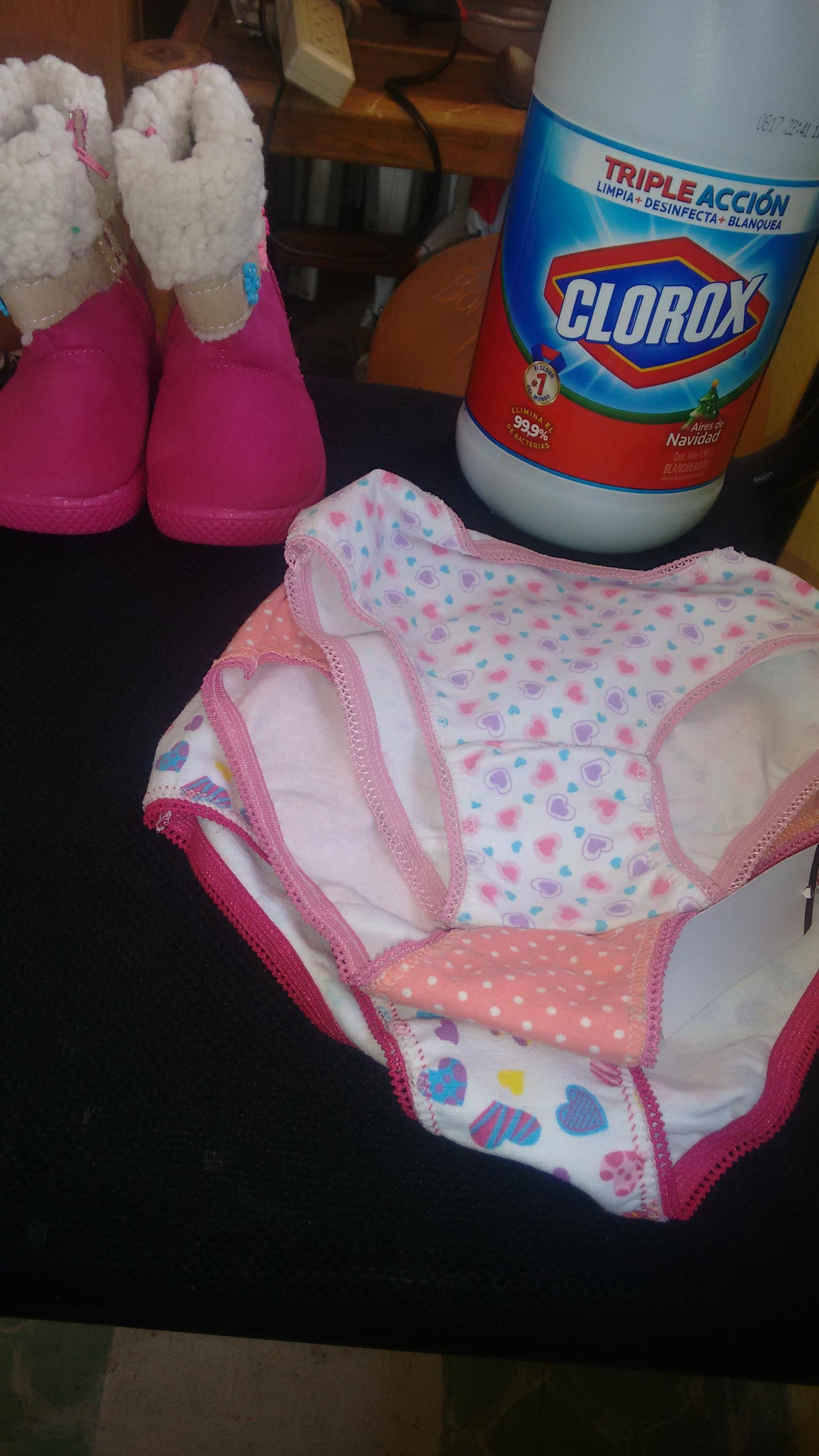 Bodega Aurrerá: Bikini para niña $3, Clorox 1.89l $5 botitas niña $20