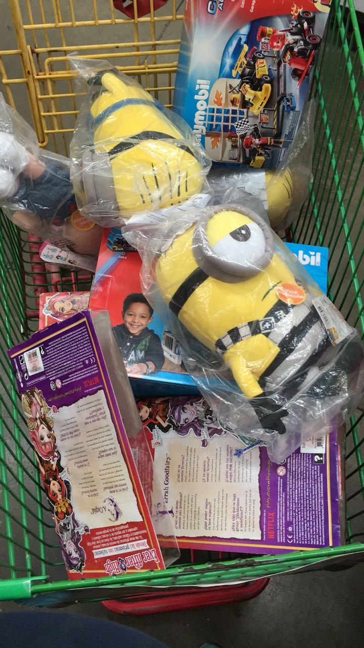 Bodega Aurrerá Sendero: más juguetes en  liquidación EverAfterHigh, playmobil, Hulk, miniprincesas, peluches minions.