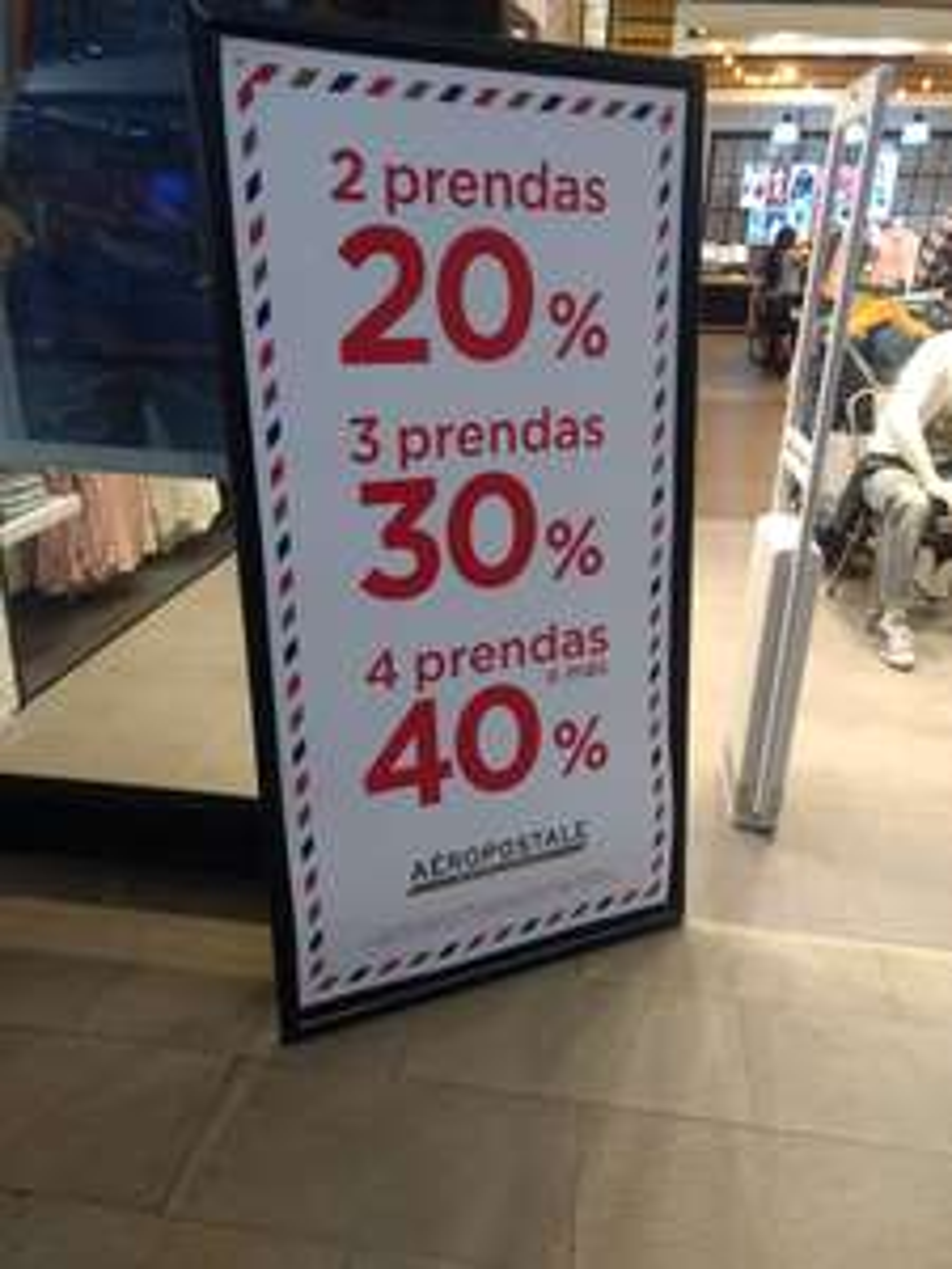 AEROPOSTALE: hasta un 40% descuento en 4 prendas o más.