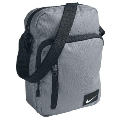 Dportenis: Bolso Nike Core Small Items $168 (envío gratis)