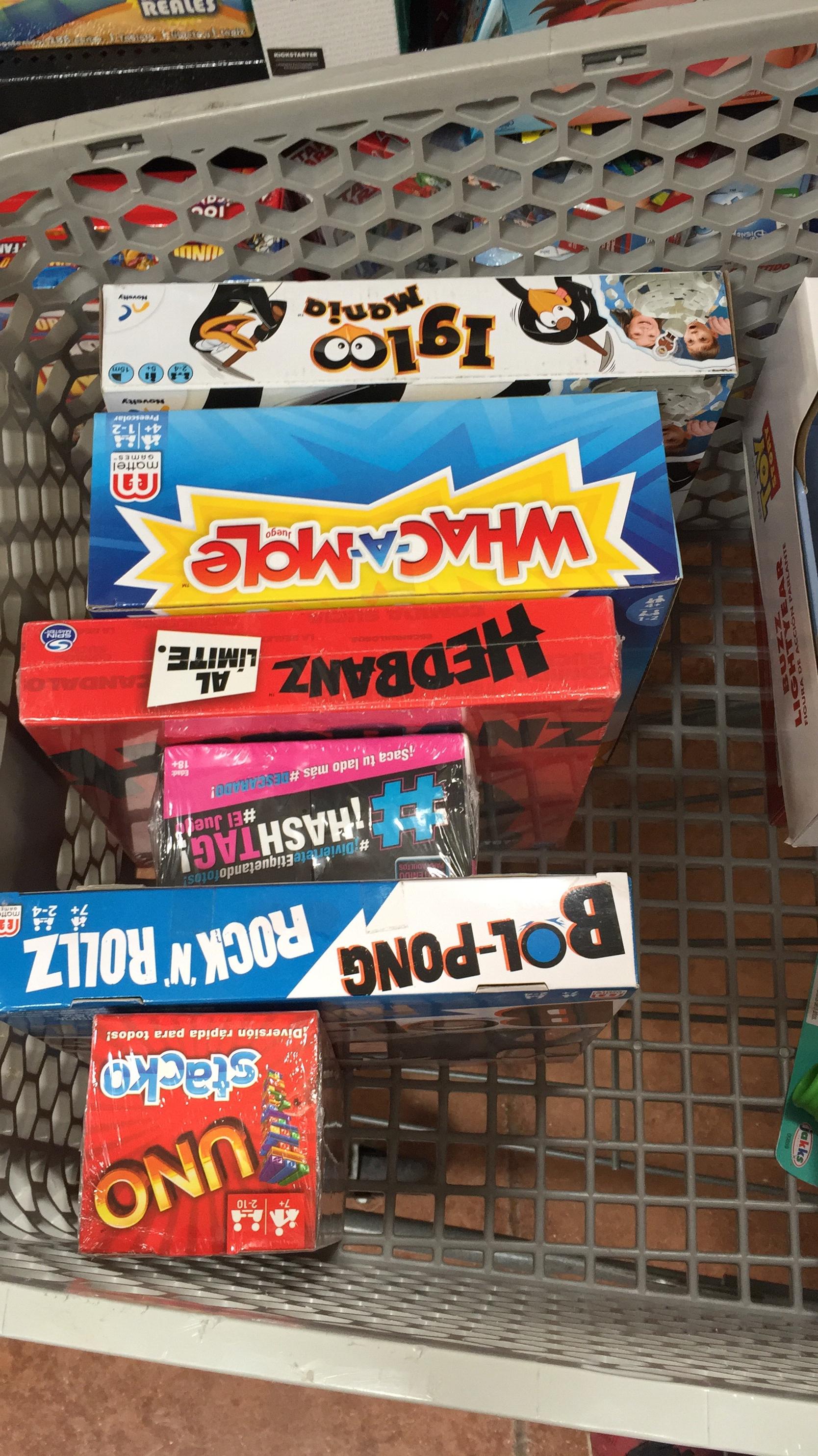 Walmart:  liquidación Juegos de Mesa UNO STACKO