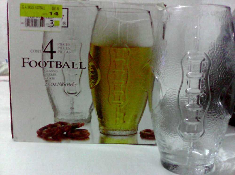 Walmart: Jgo. de 4 vasos football de $126 a $35.03