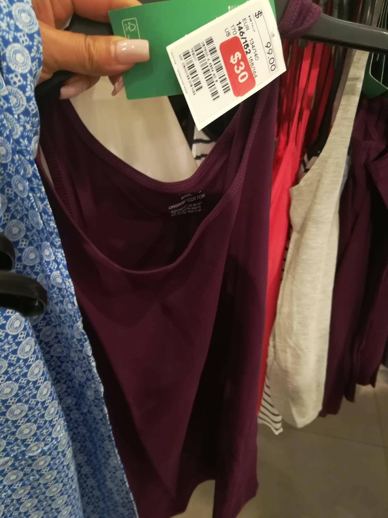 H&M: Blusas a $30