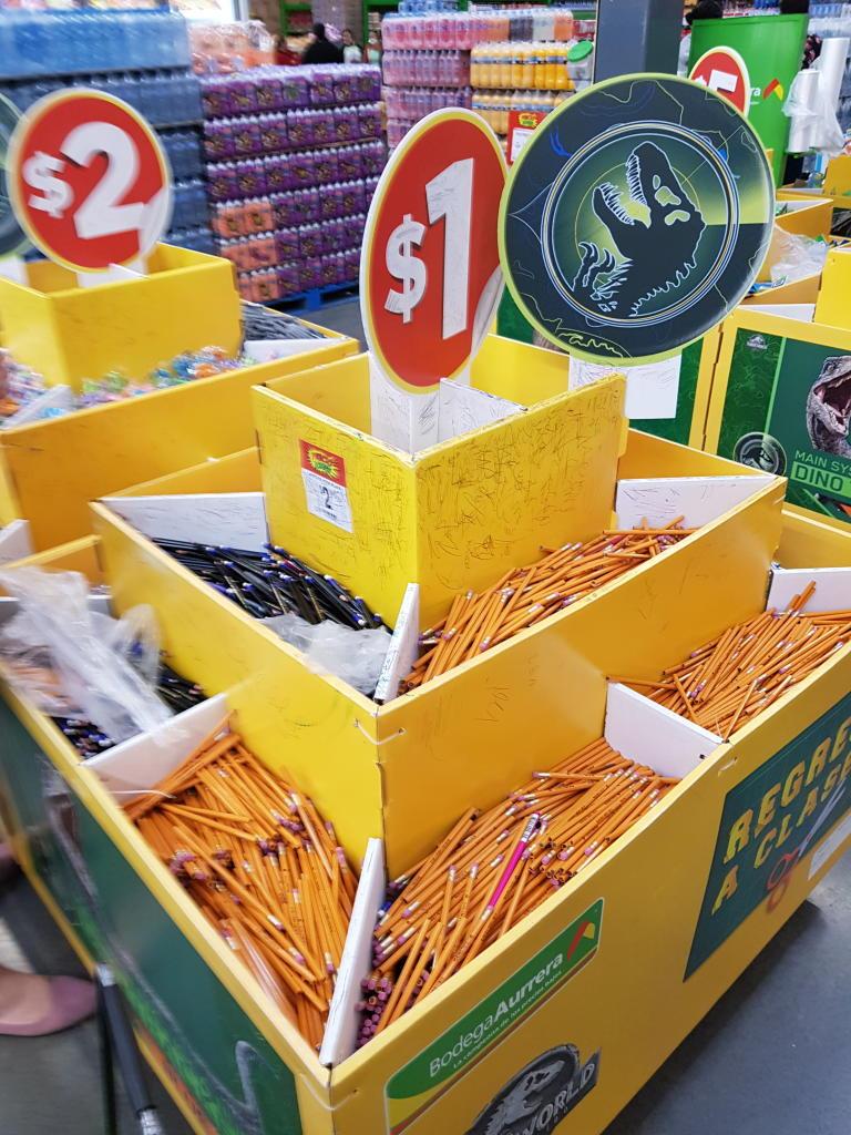 Bodega Aurrerá: Papeleria, lapices de a peso, gomas, plumas, etc.
