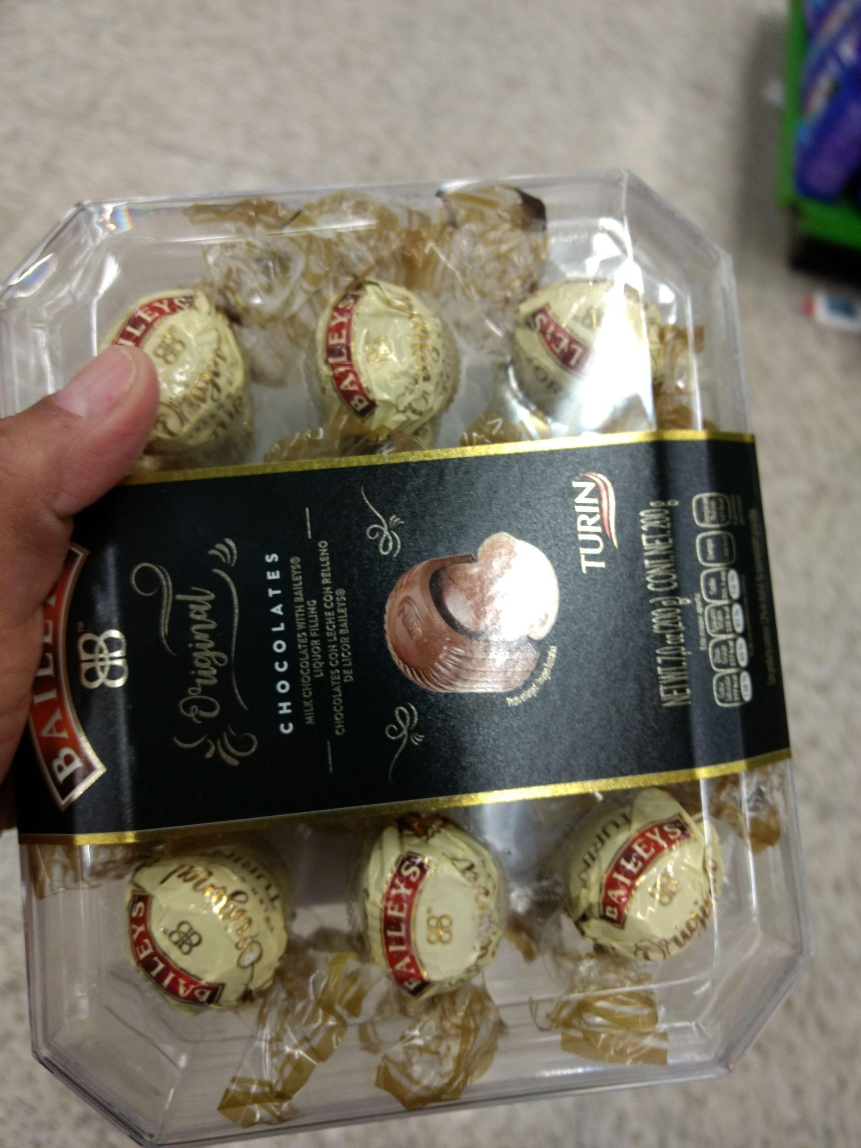 Bodega Aurrera Lomas Estrella CDMX: chocolates Baileys $49.02 , atún Herdez 295 grs $25