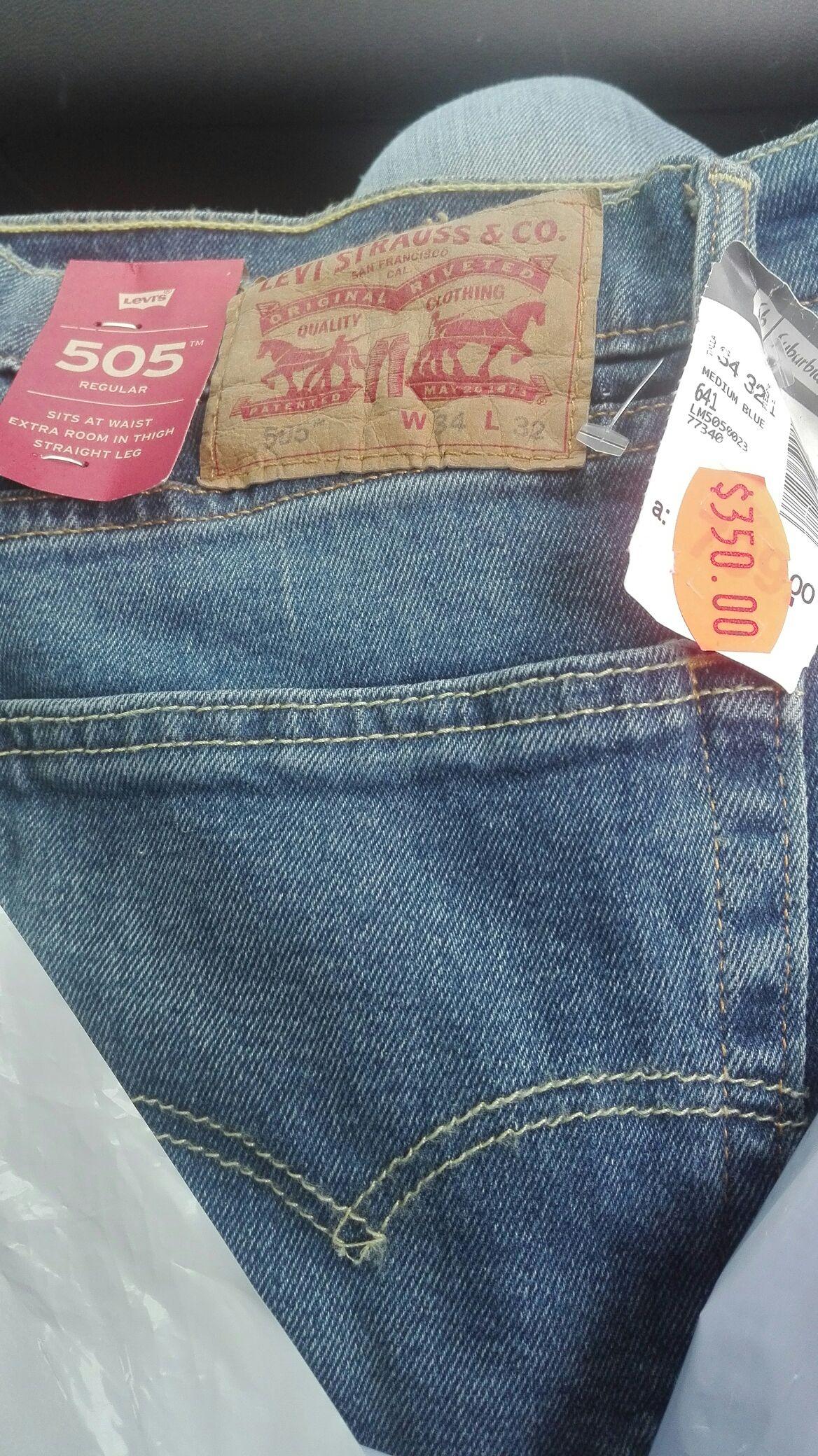 Suburbia Universidad Jeans Levis 505 y varios modelos desde 300