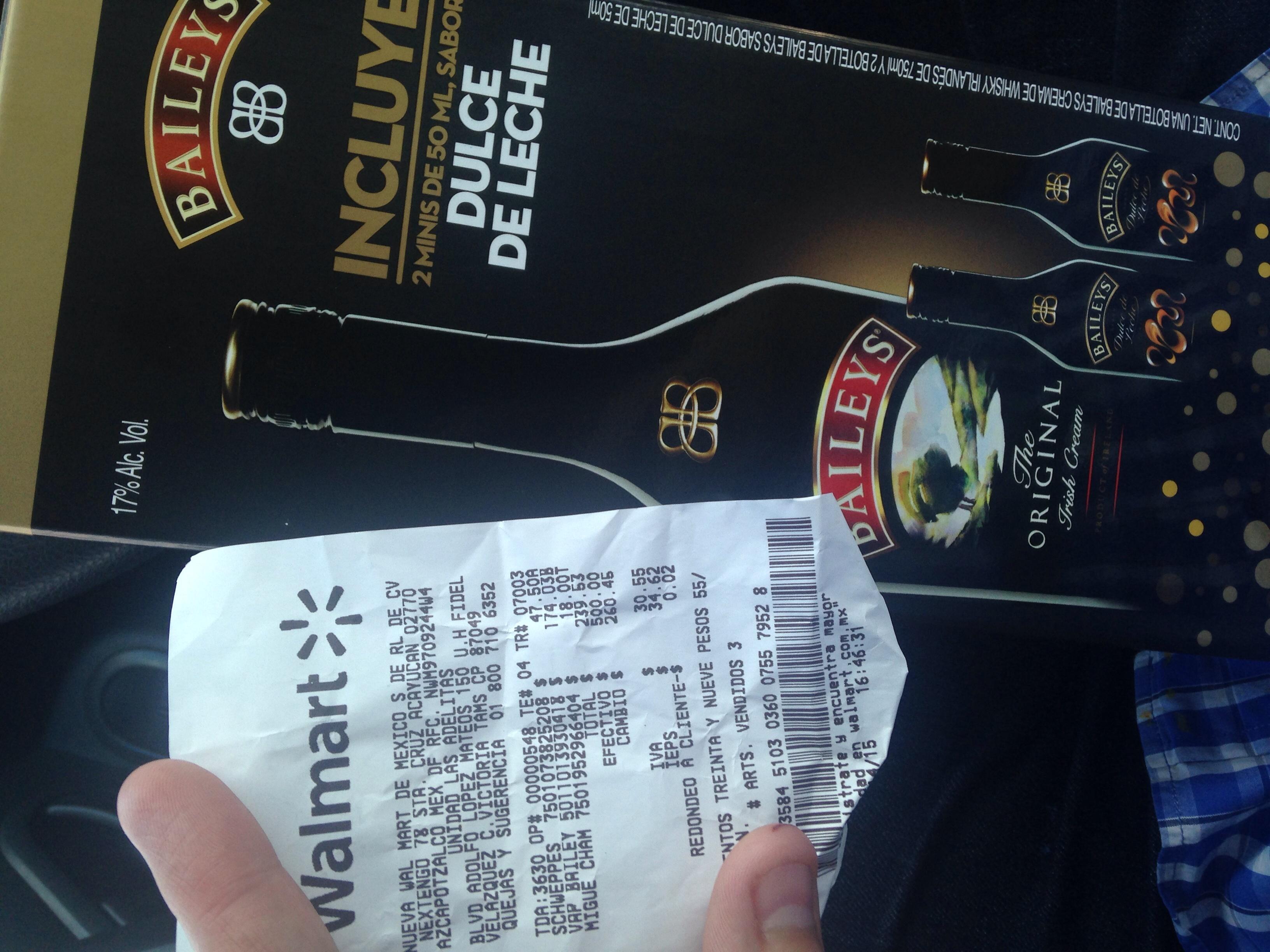 Walmart: Botella Baileys de 750ml con estuche y 2 minis de regalo a $174.03