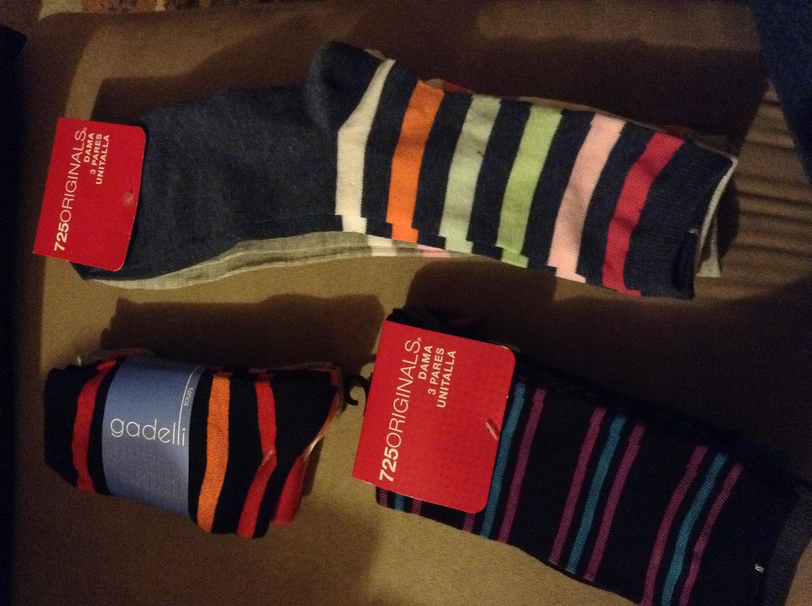 Walmart: Calcetas de niño y dama paquete de 3 a $10.02 y más