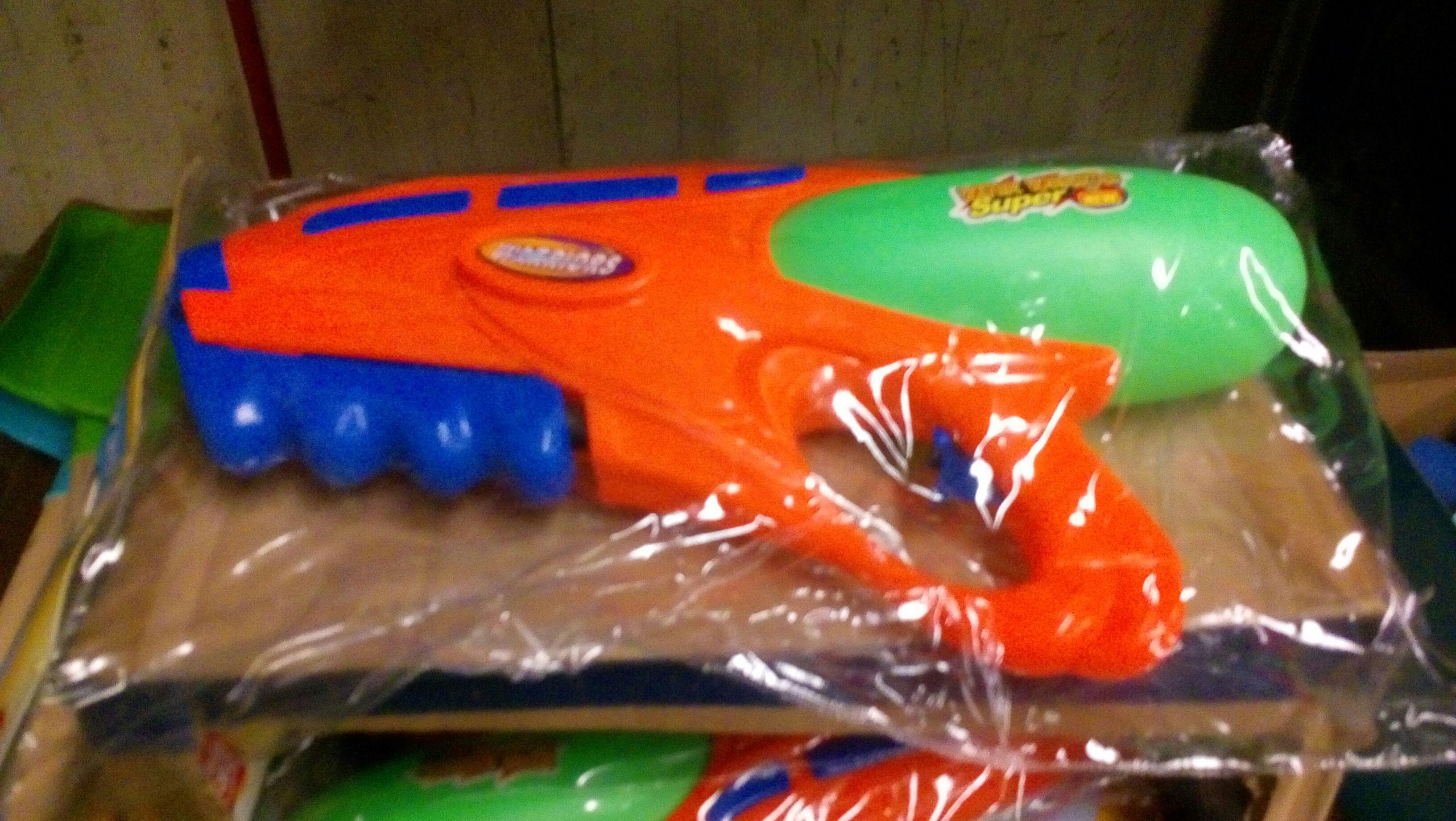 Bodega aurrera: Pistola de agua $25