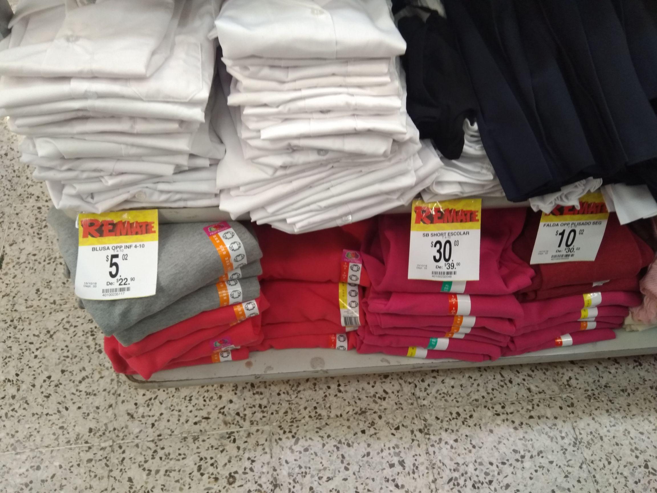 Bodega Aurrerá:  blusa $5 y falda escolar $10