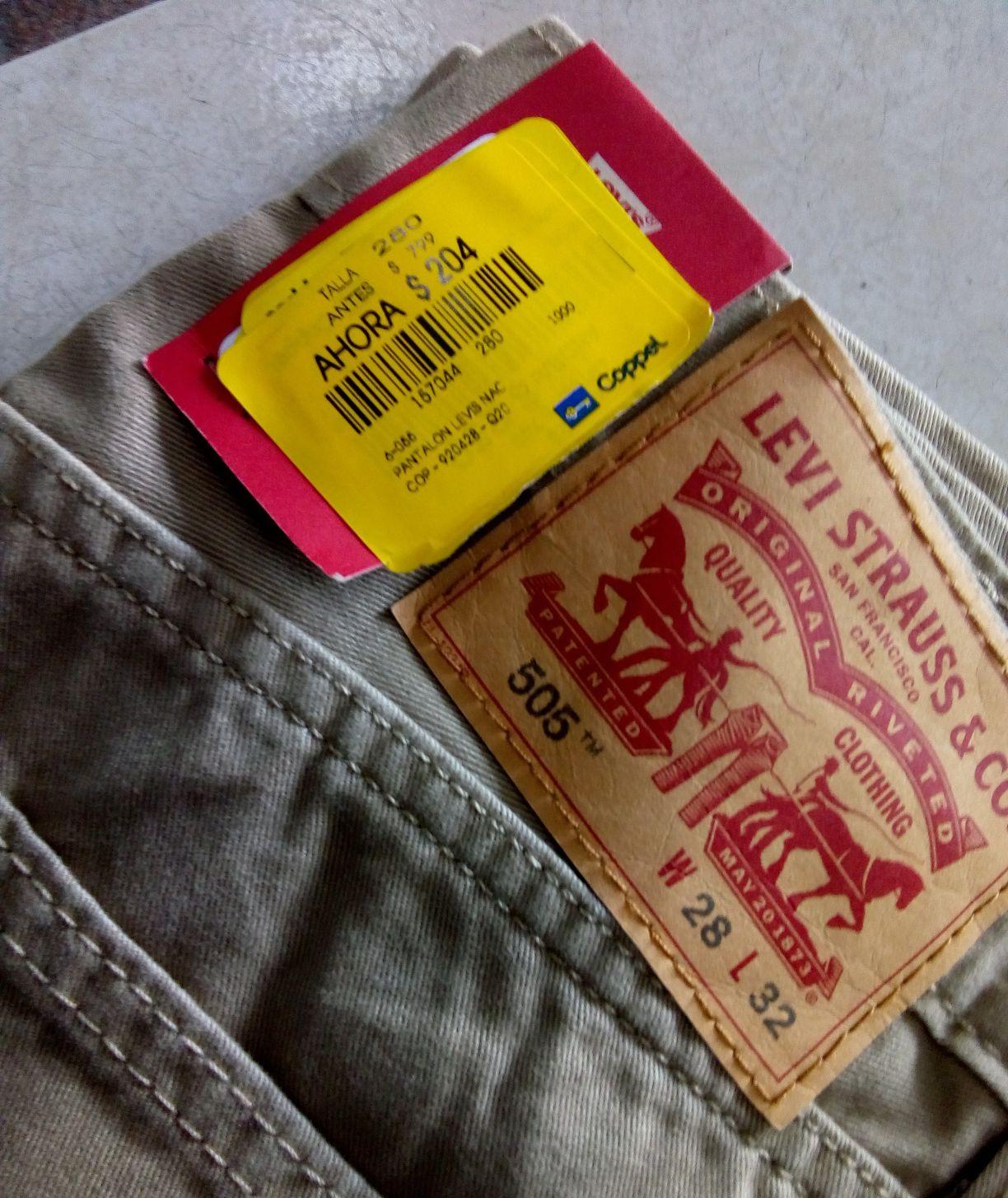 Coppel: Pantalón Levi's,