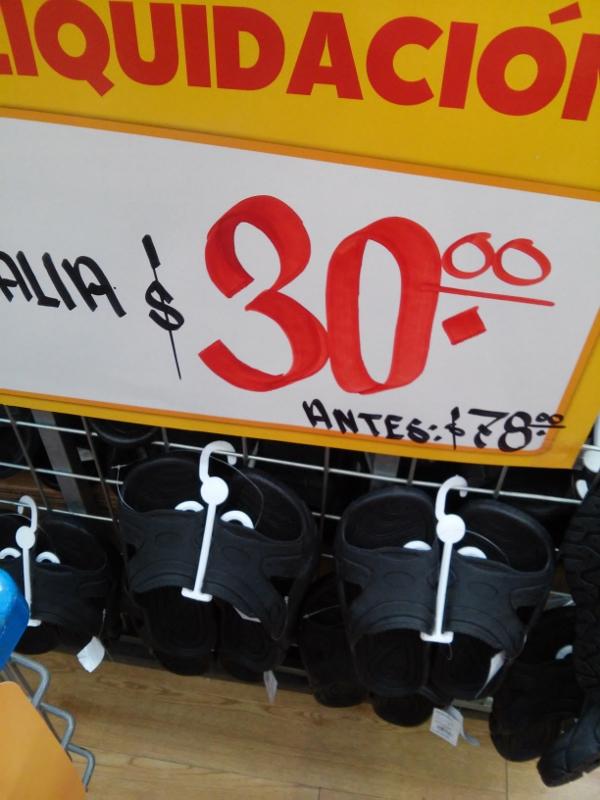 Walmart: Sandalias negras de $78 a $30.02