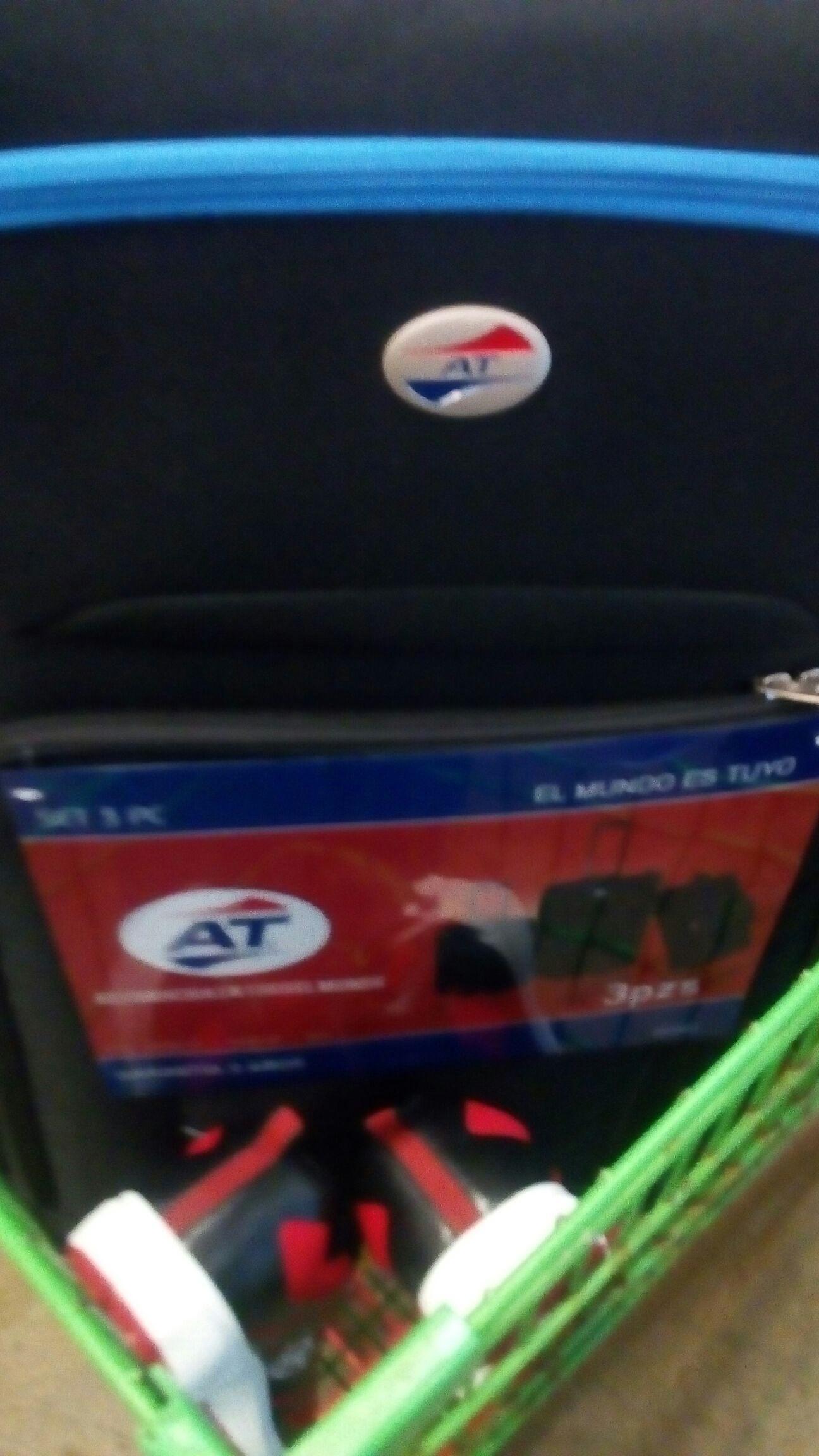 Bodega Aurrerá: set de 3 maletas en $283.01 tenis en $30.01 barra para cortina en 42.01
