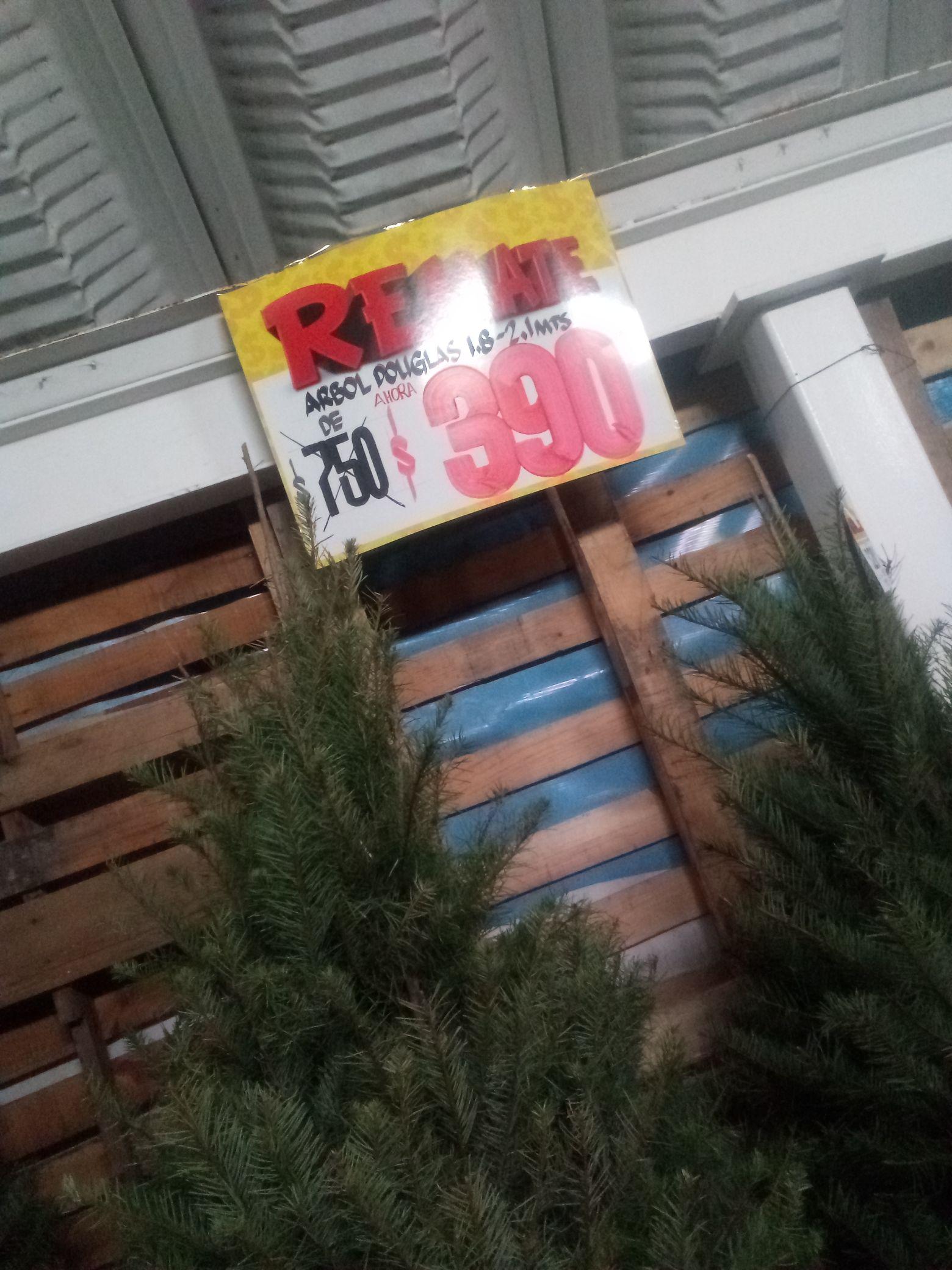 Bodega Aurrera: Árbol de navidad 1.9 mts a 2.10 mts