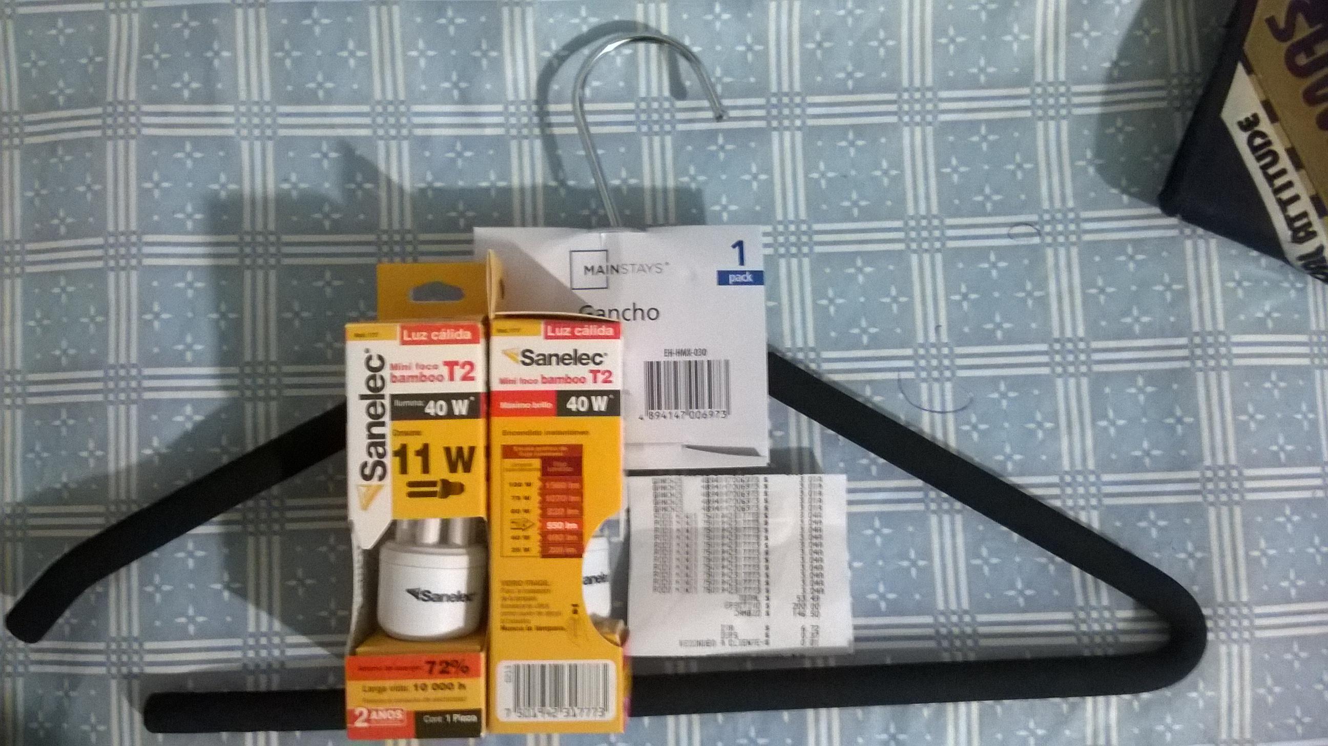 Walmart: Gancho Mainstays Y Foco Ahorrador Mini $3.01