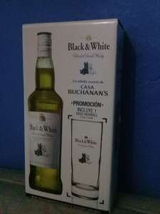 Bodega Aurrera: black and white con vaso de regalo