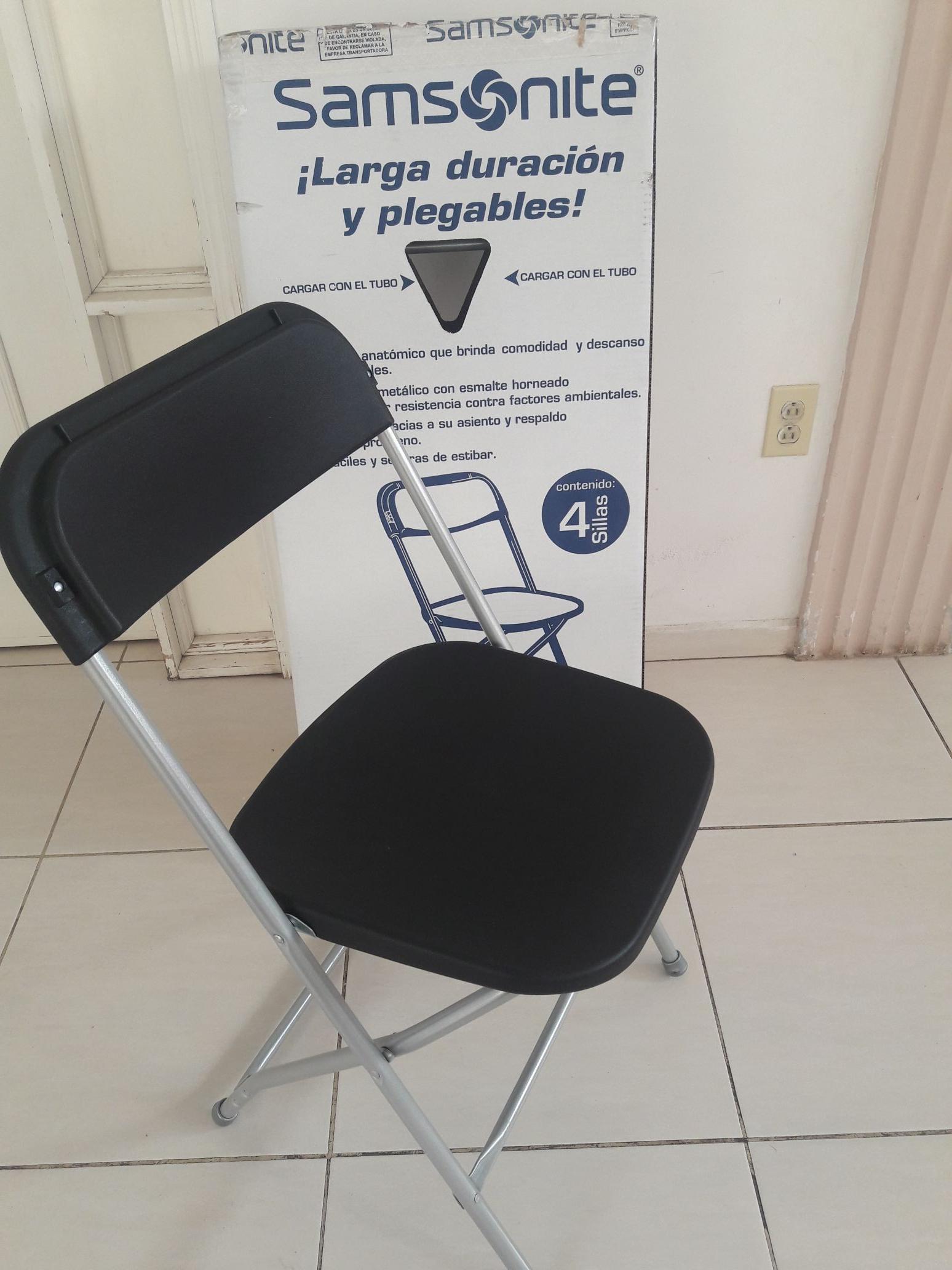 City Club: 4 sillas plegables marca Samsonite.