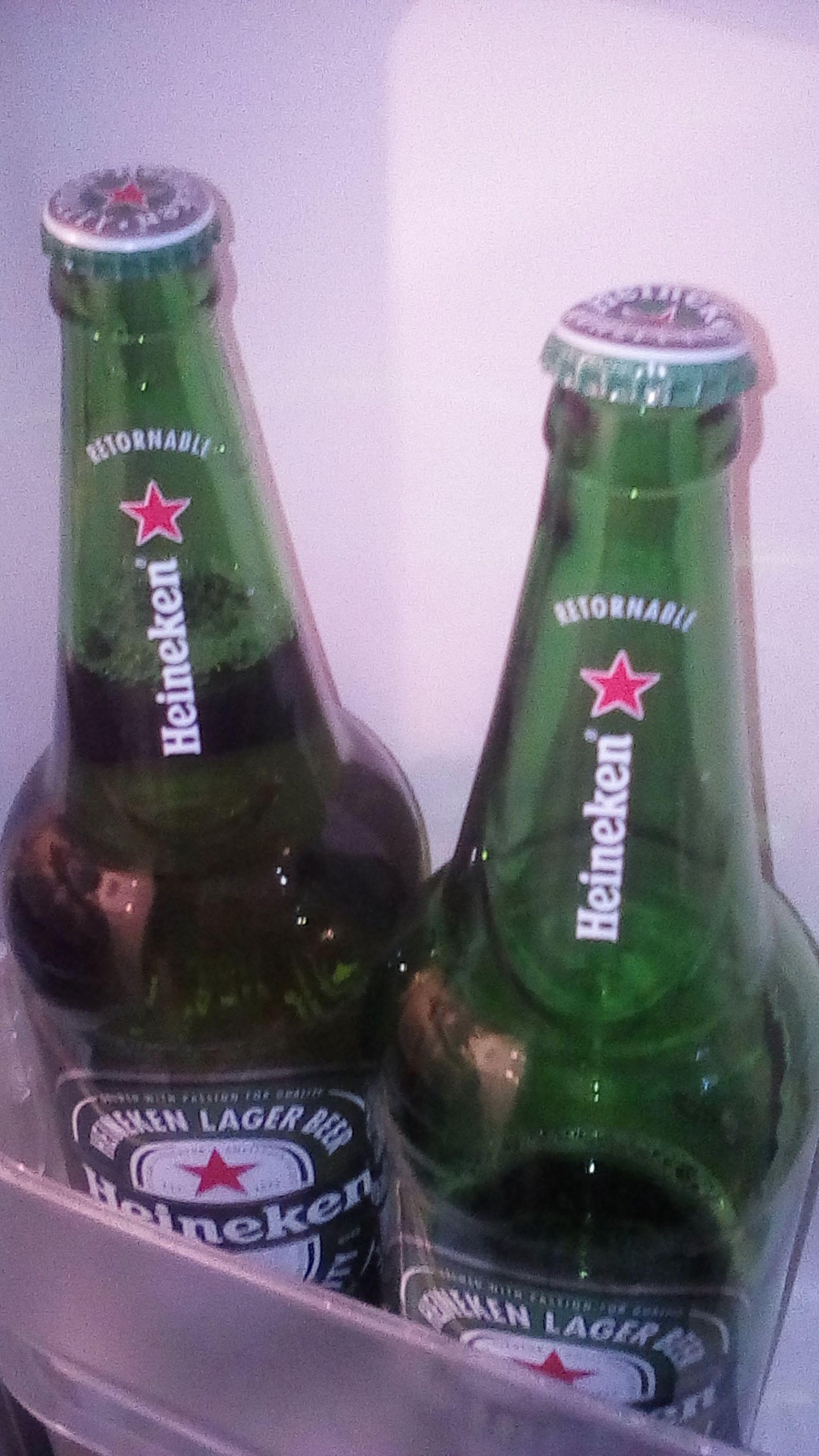 Oxxo: 2 caguama Heineken