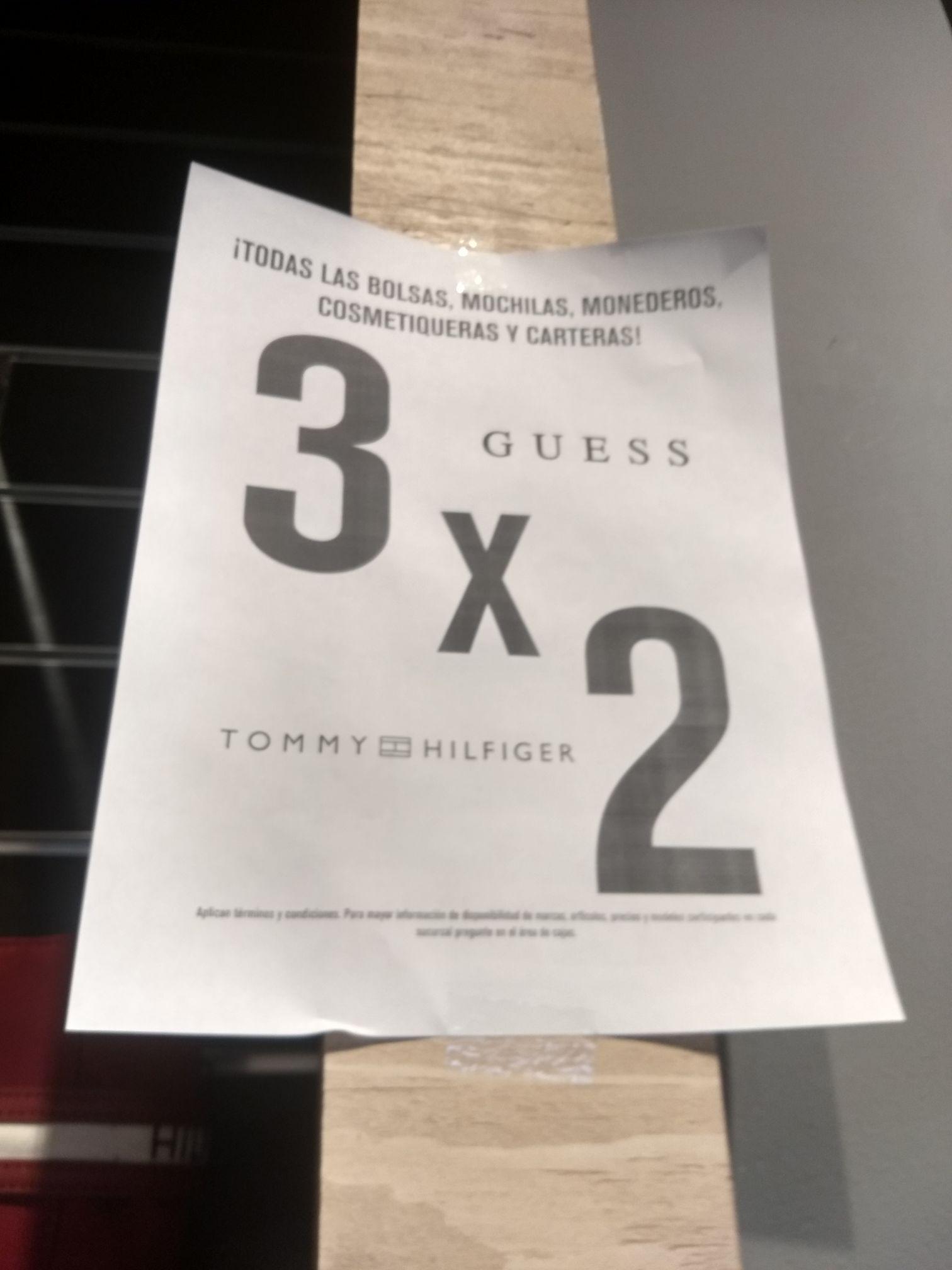 Promoda: Bolsas, carteras y mochilas de Tommy y Guess al 3x2