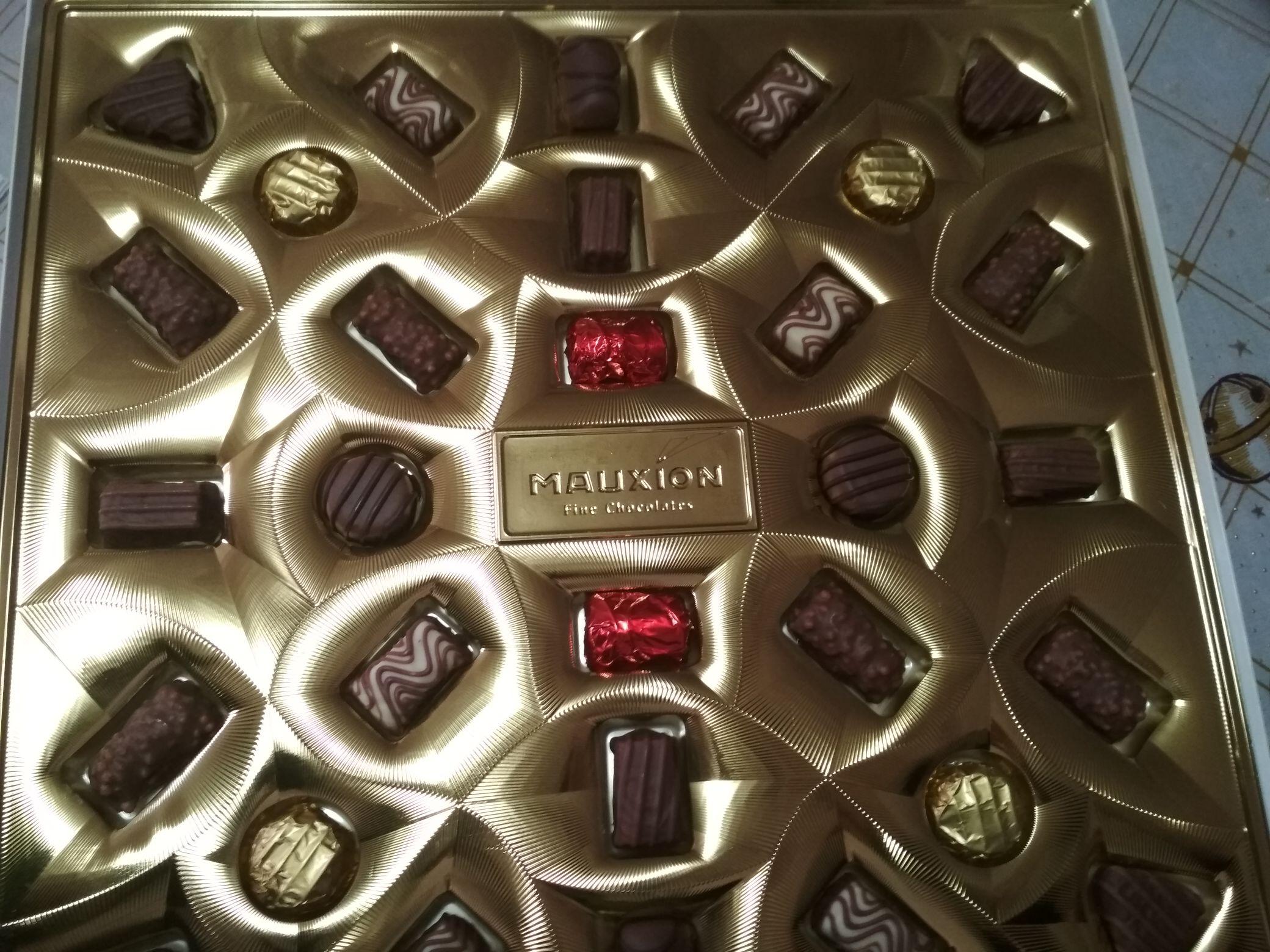 Walmart: plaza de lago, Chocolate fino Saphir