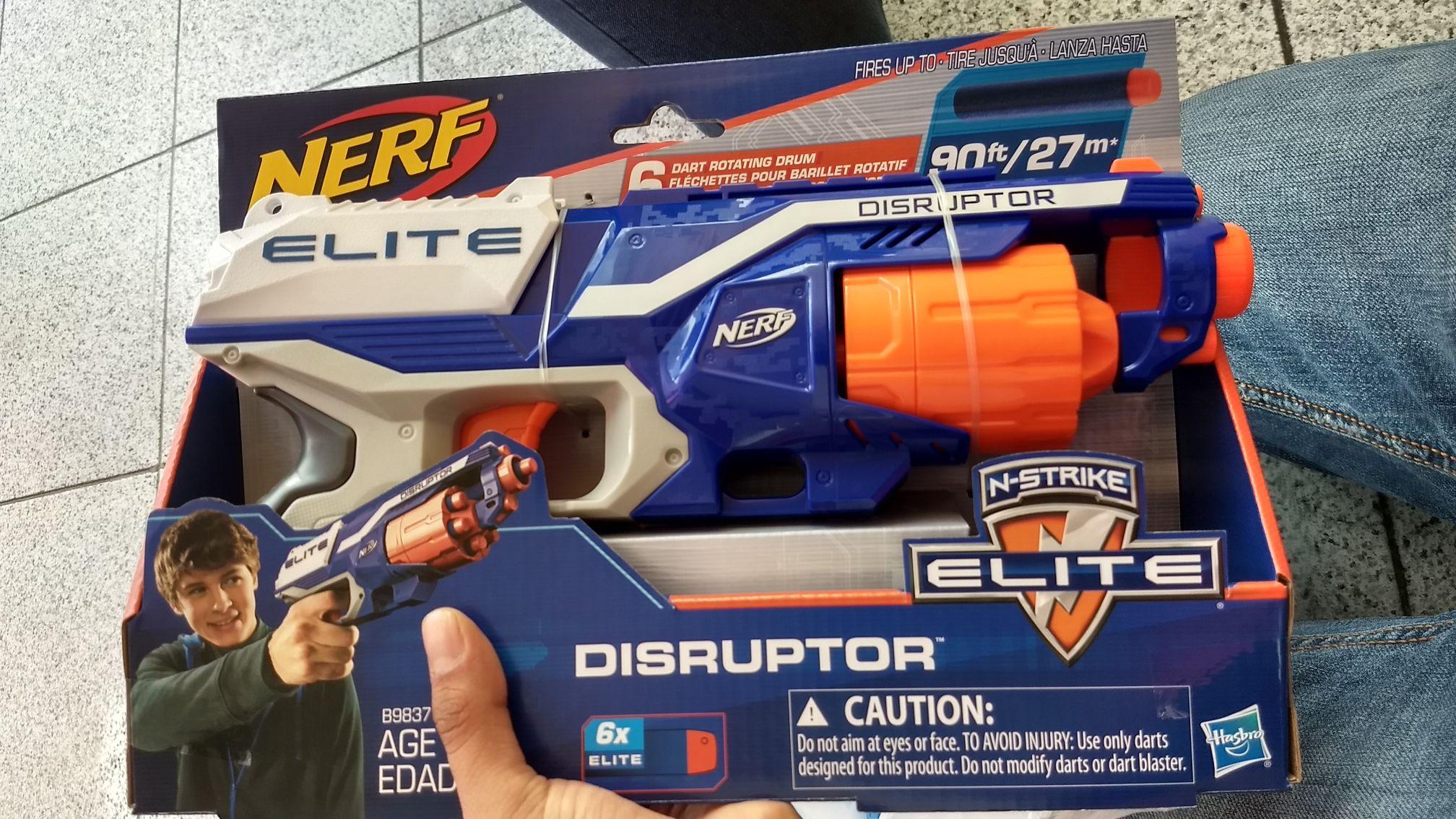 Lumen: Pistola Nerf y juguetes varios