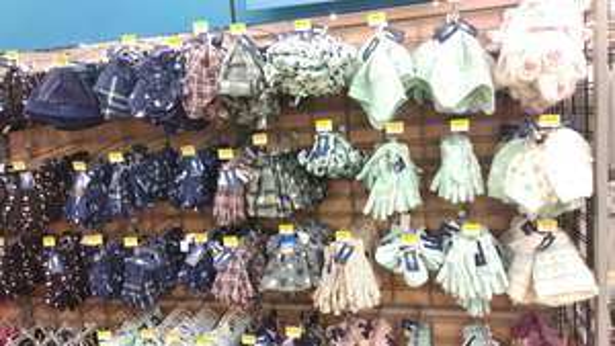 Walmart: Variedad de gorros guantes y bufandas desde $30.03