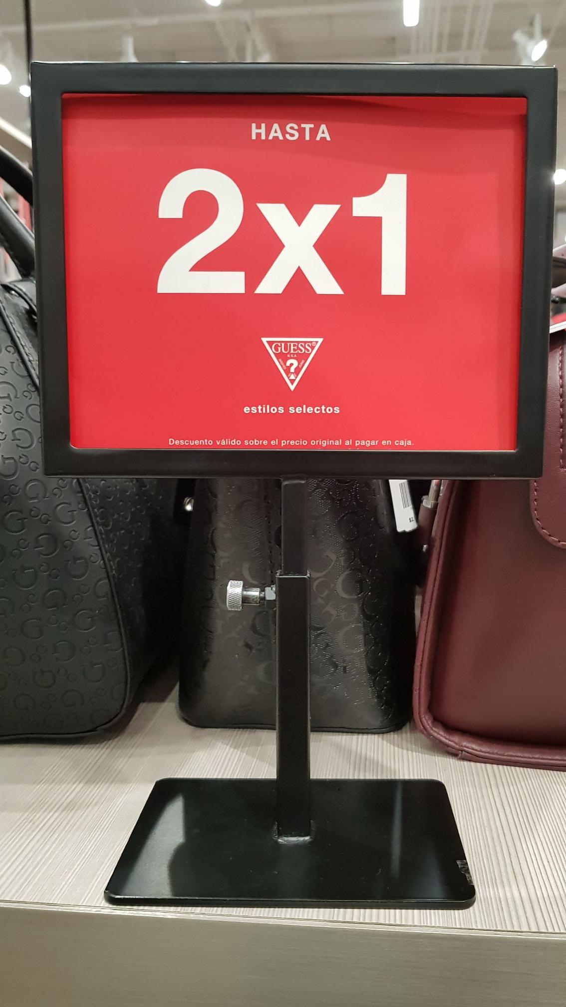 Guess: 2x1 en todos los  bolsos
