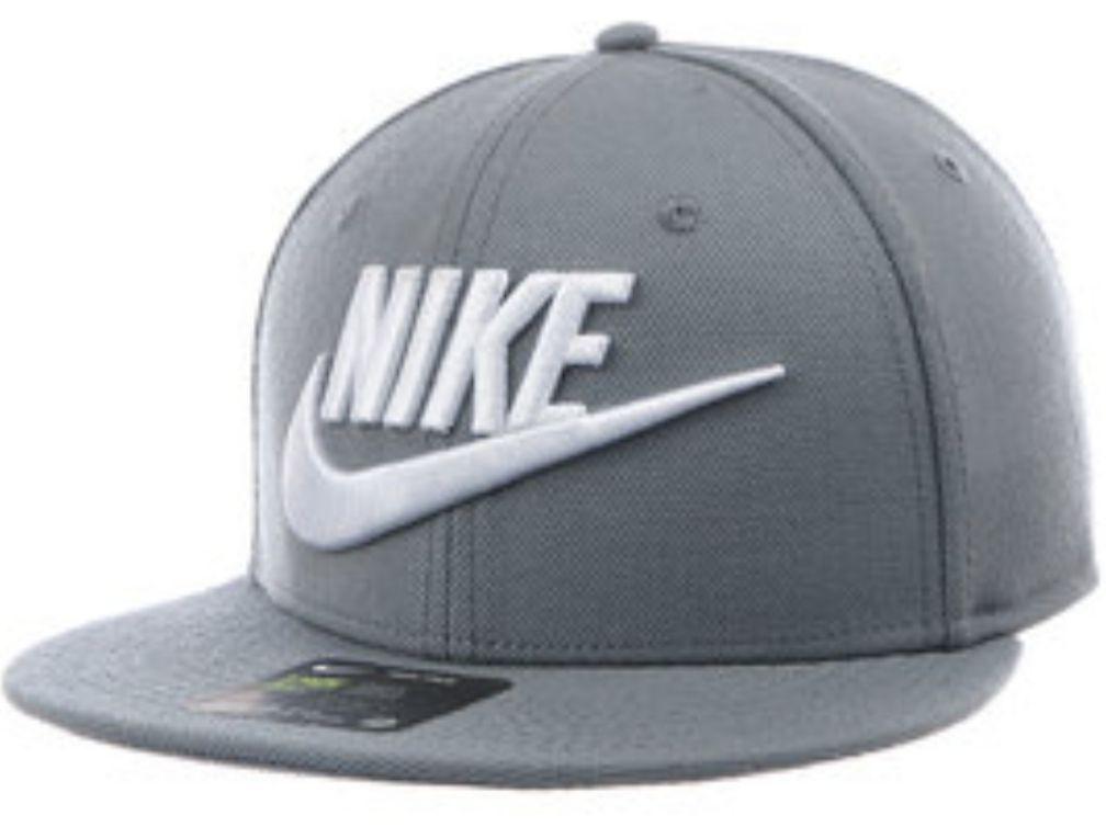 Innovasport: Gorras flat Nike y Adidas