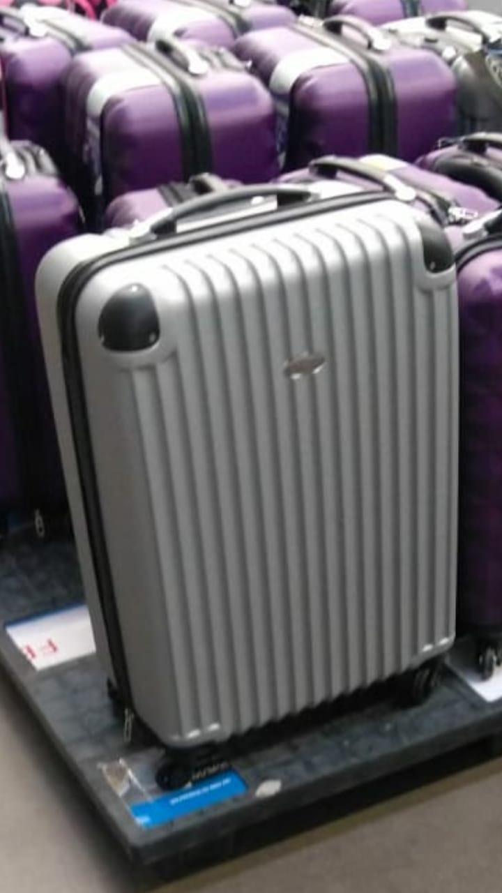 Bodega Aurrerá: maletas 28'