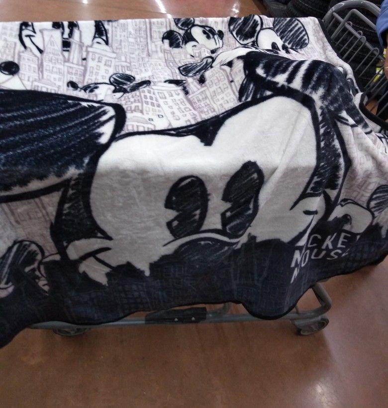 Walmart: Frazada Mickey mouse 11.01