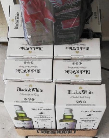 Bodega Aurrera: Whisky Black & white