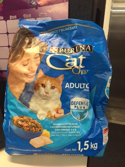 CatChow te regala kilo y medio de alimento DF metro Insurgentes